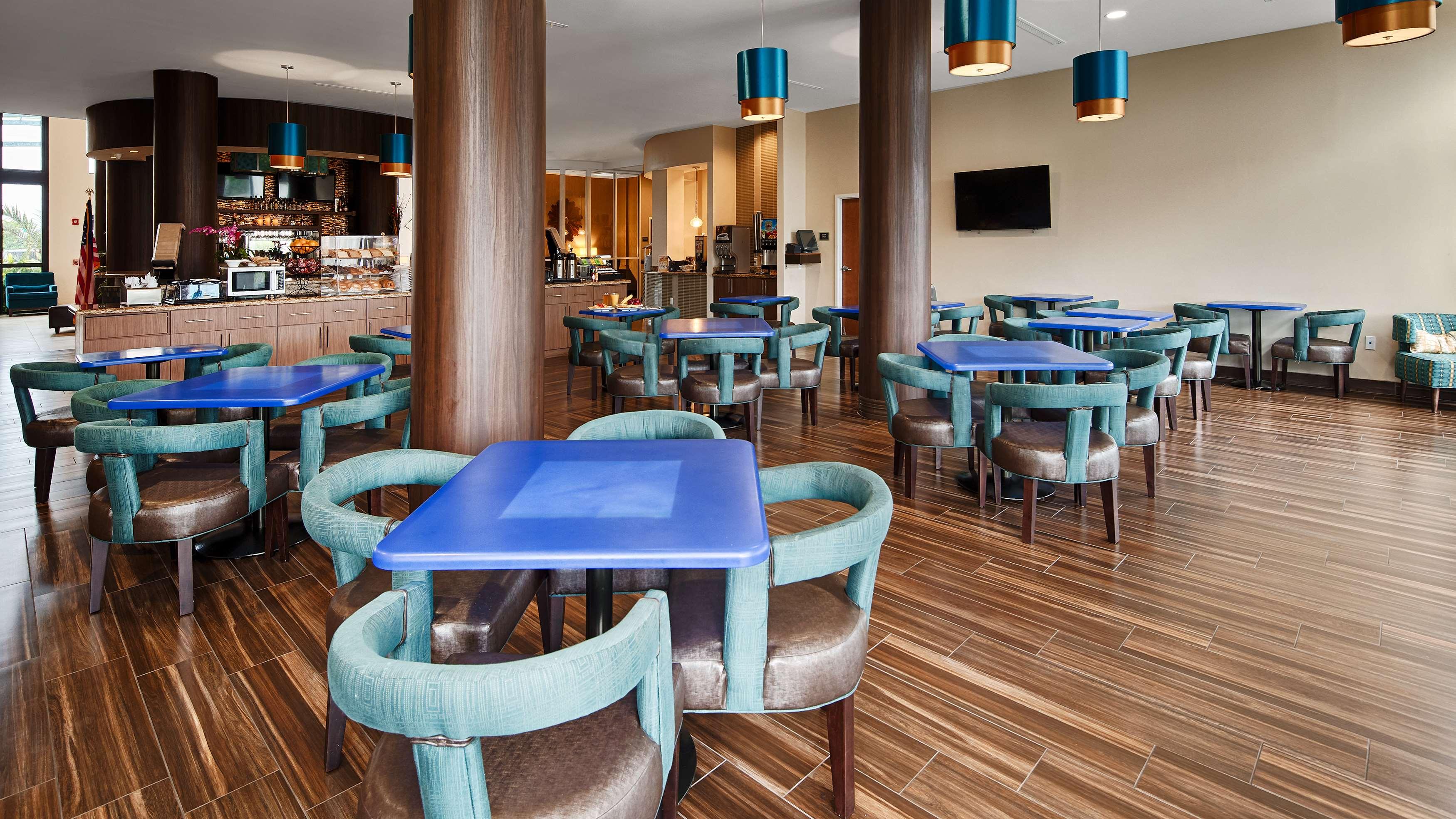 Best Western Plus Kendall Airport Hotel & Suites image 32