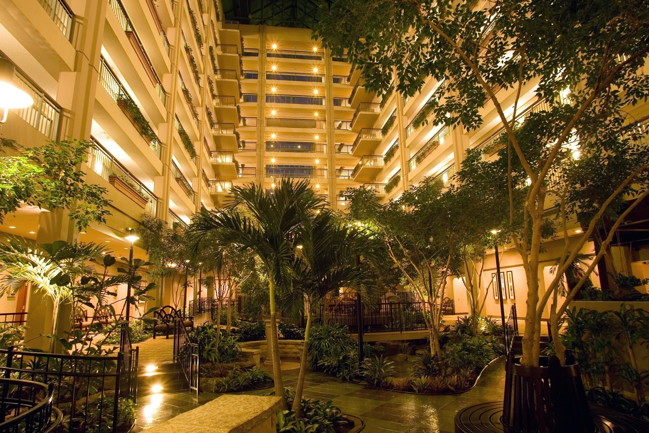 Embassy Suites by Hilton Chicago Lombard Oak Brook image 5