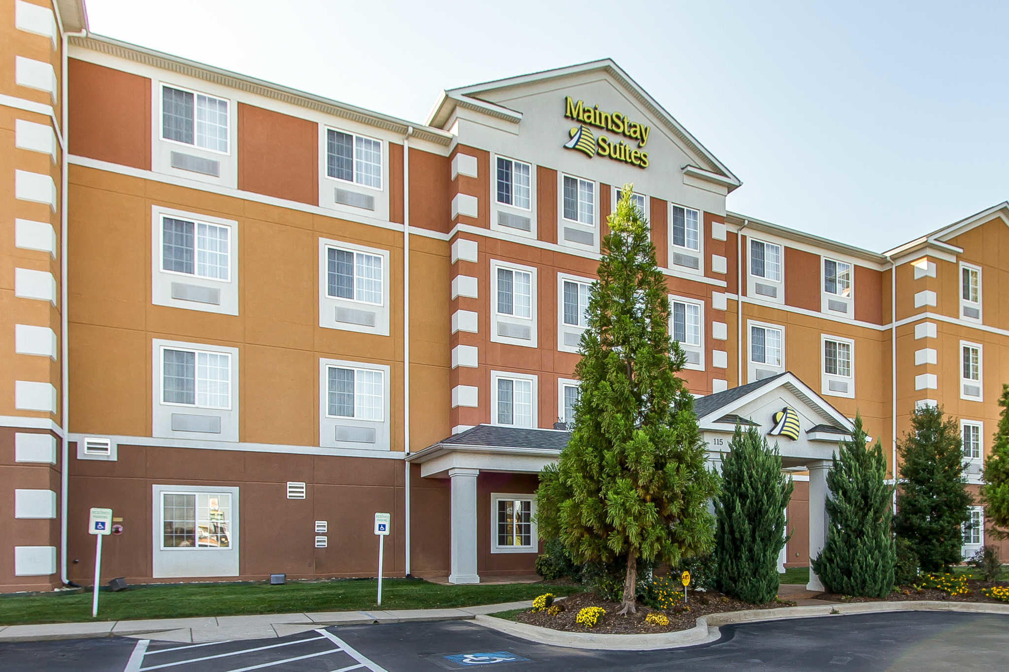 MainStay Suites Fort Campbell image 0