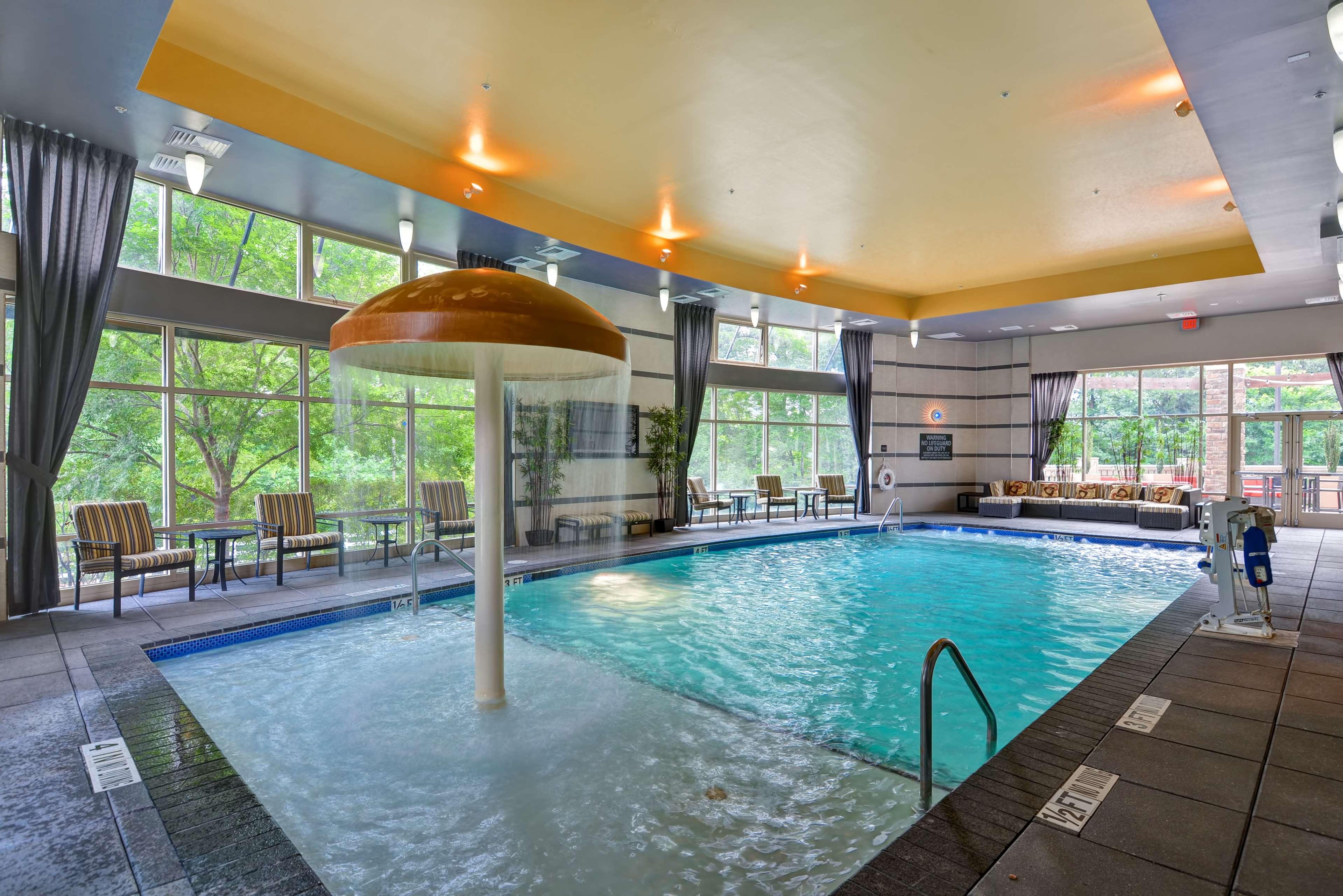 Hampton Inn & Suites Raleigh/Crabtree Valley image 9
