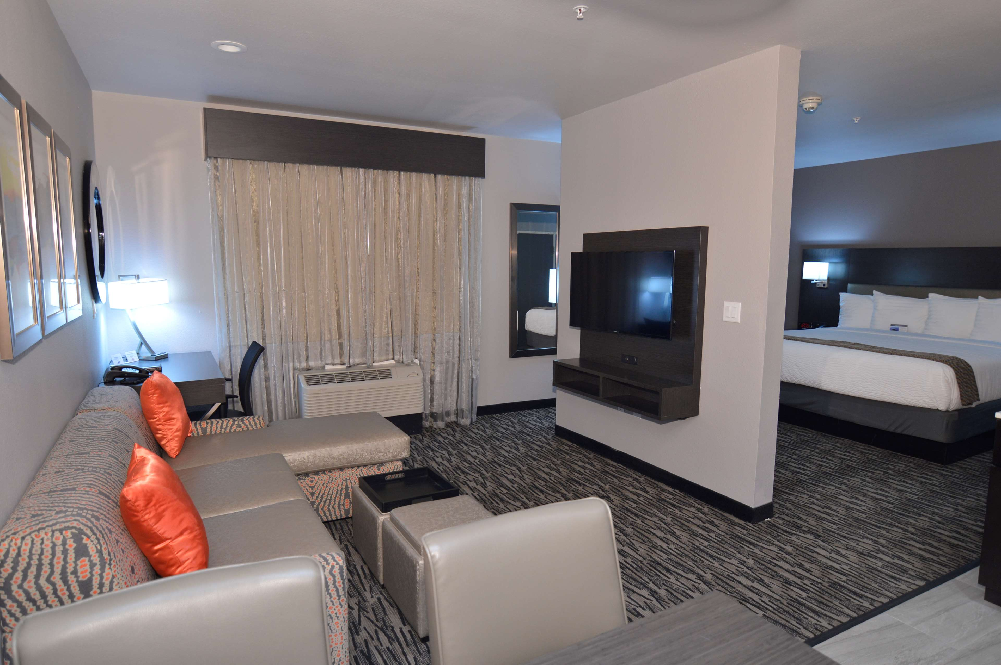 Best Western Plus Executive Residency Baytown image 25
