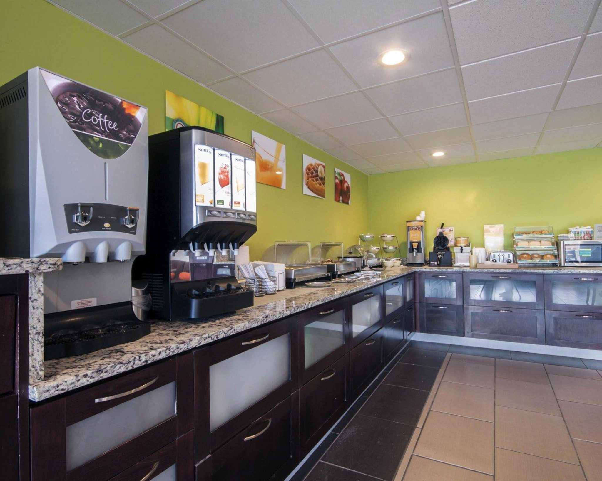 Quality Inn & Suites Airport image 15
