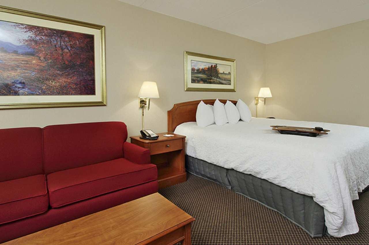 Hampton Inn & Suites Newtown image 18
