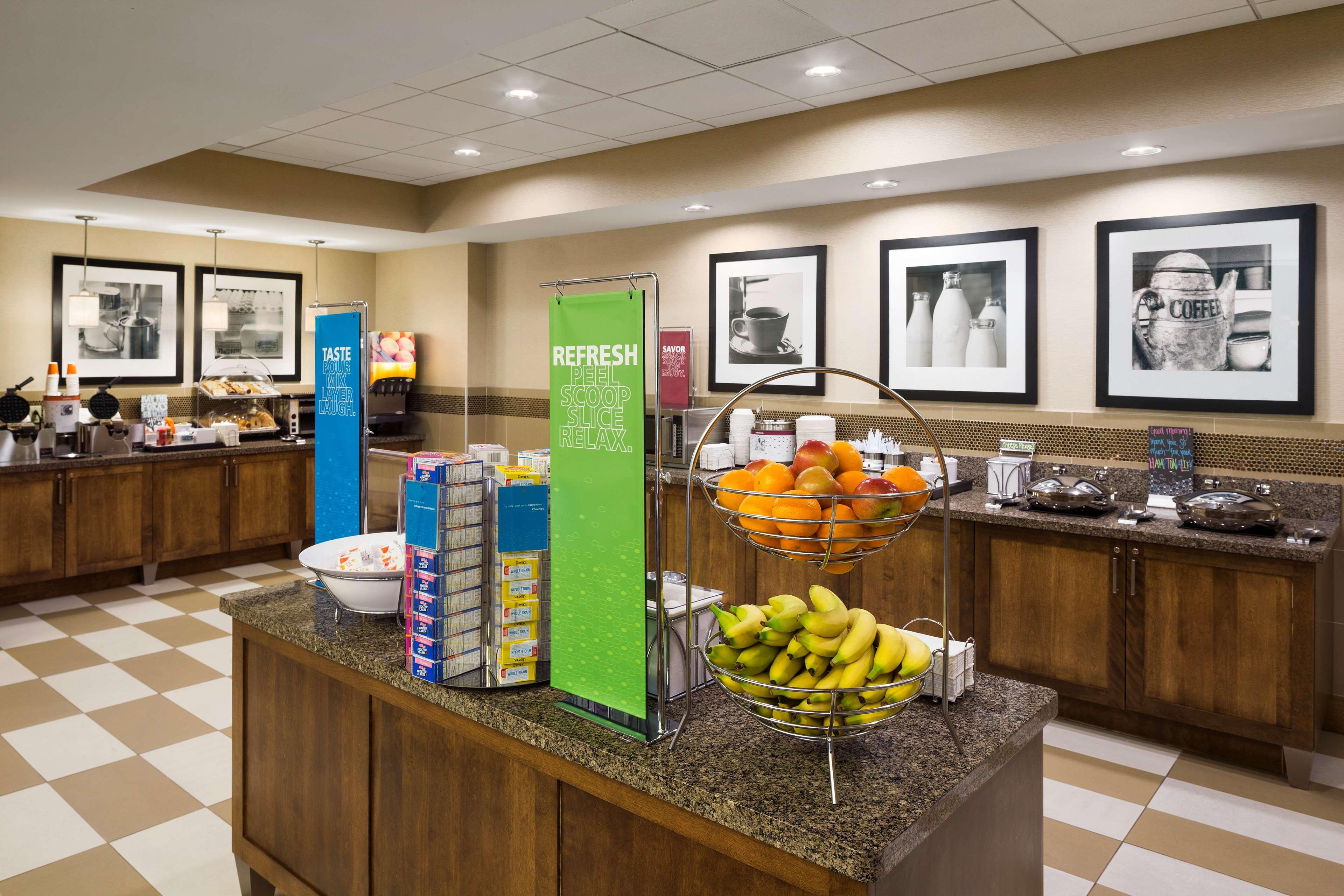 Hampton Inn and Suites Clayton/St Louis-Galleria Area image 8