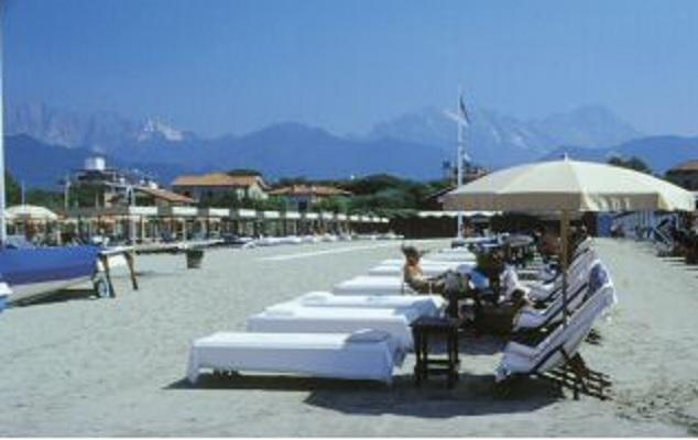 Stabilimento balneare bagno albertina turismo luoghi - Bagno italia forte dei marmi ...