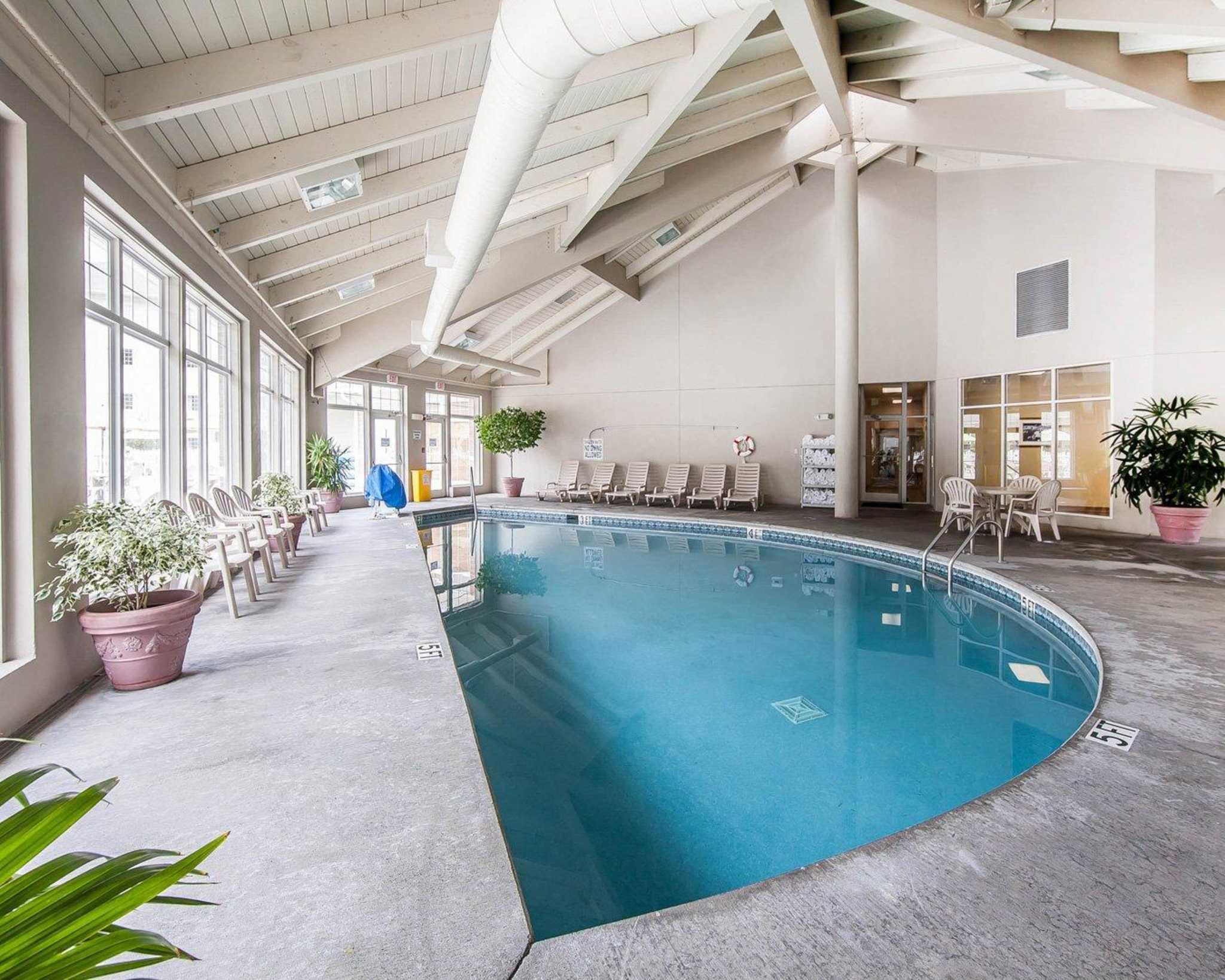 Mainstay Suites Conference Center At 410 Pine Mountain