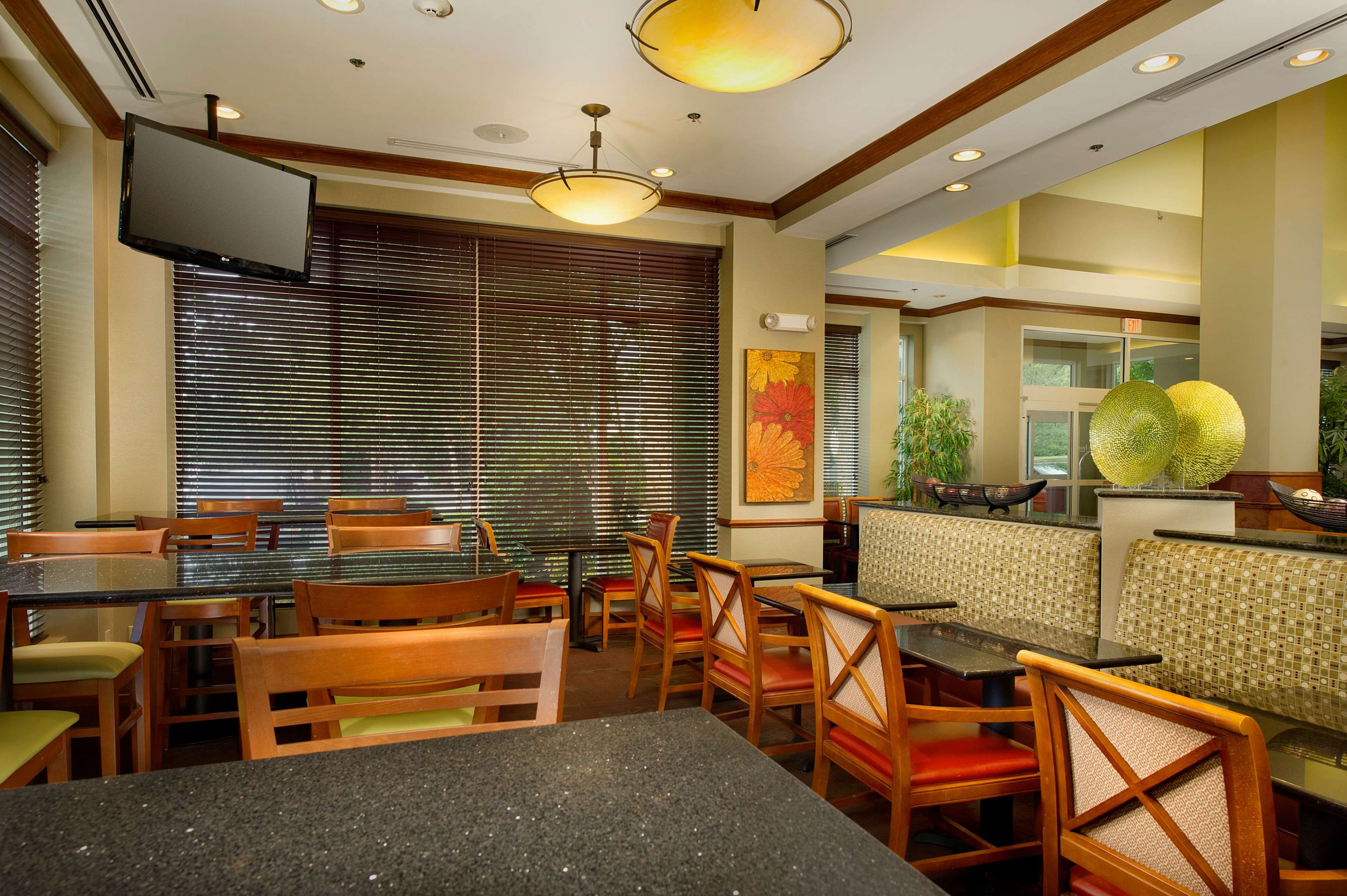 Hilton Garden Inn Atlanta NW/Kennesaw Town Center image 4