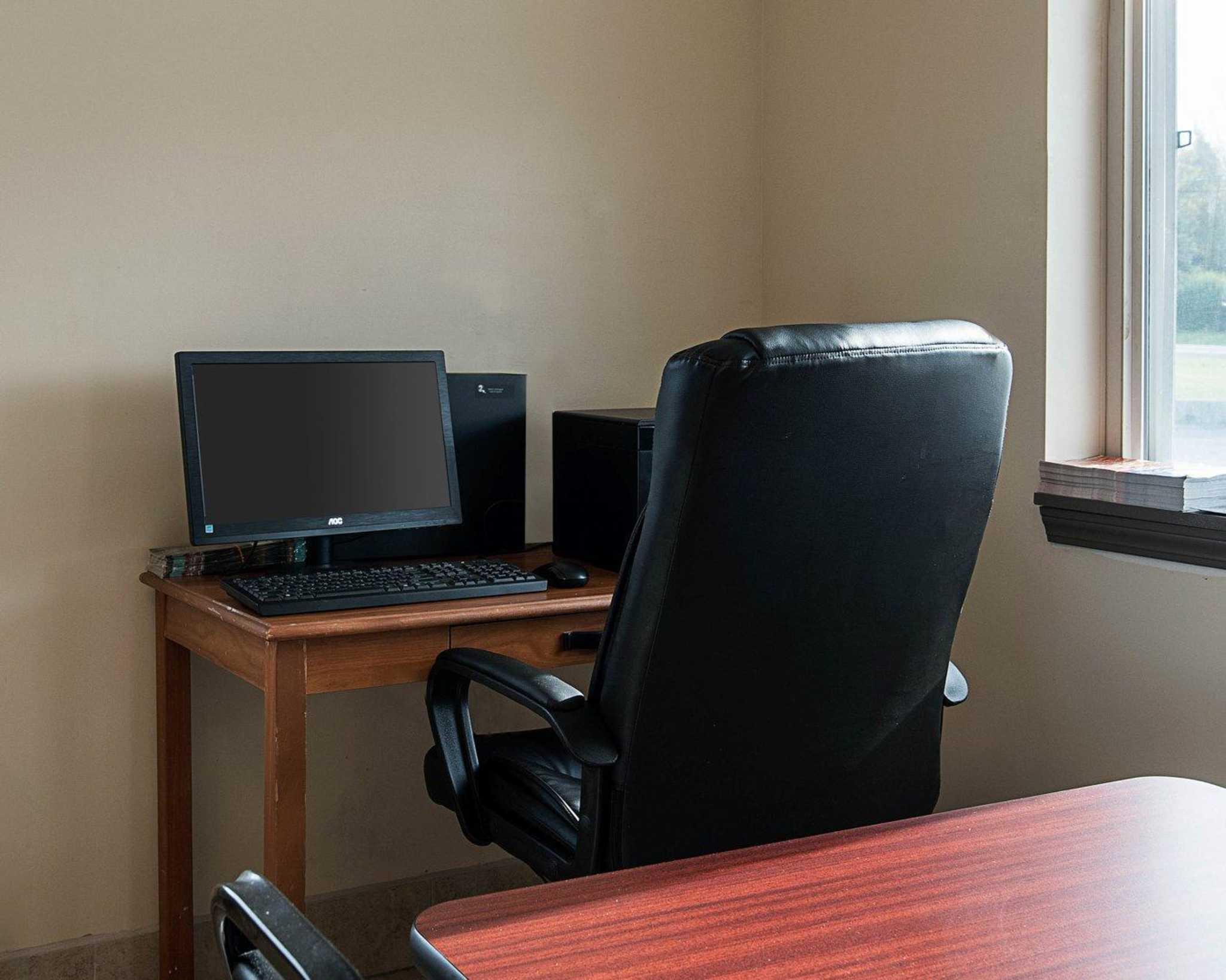 Econo Lodge Inn & Suites image 26