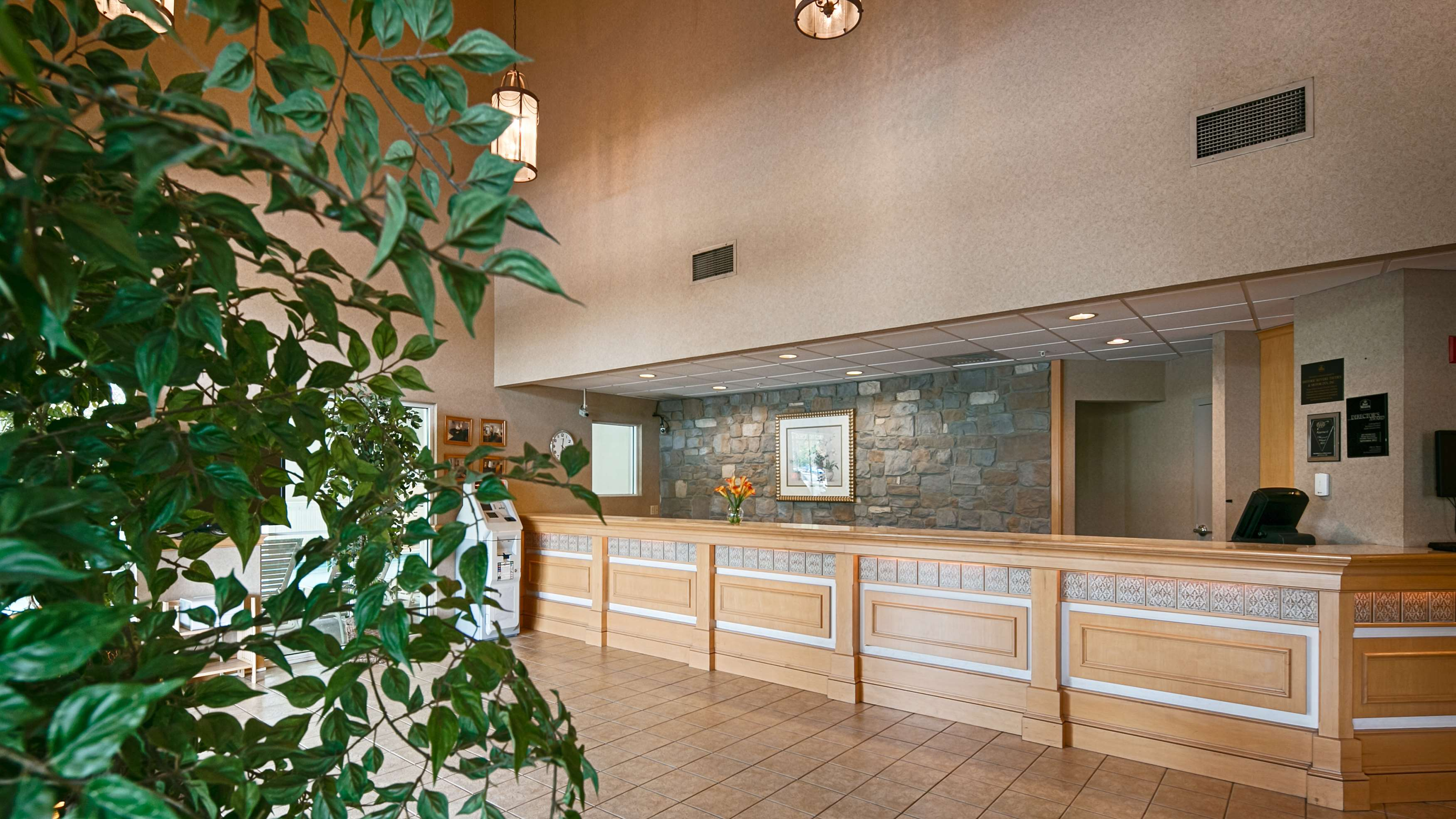 Best Western Plus Revere Inn & Suites image 0