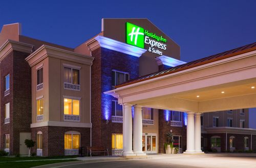 Holiday Inn Express & Suites Minot South image 2