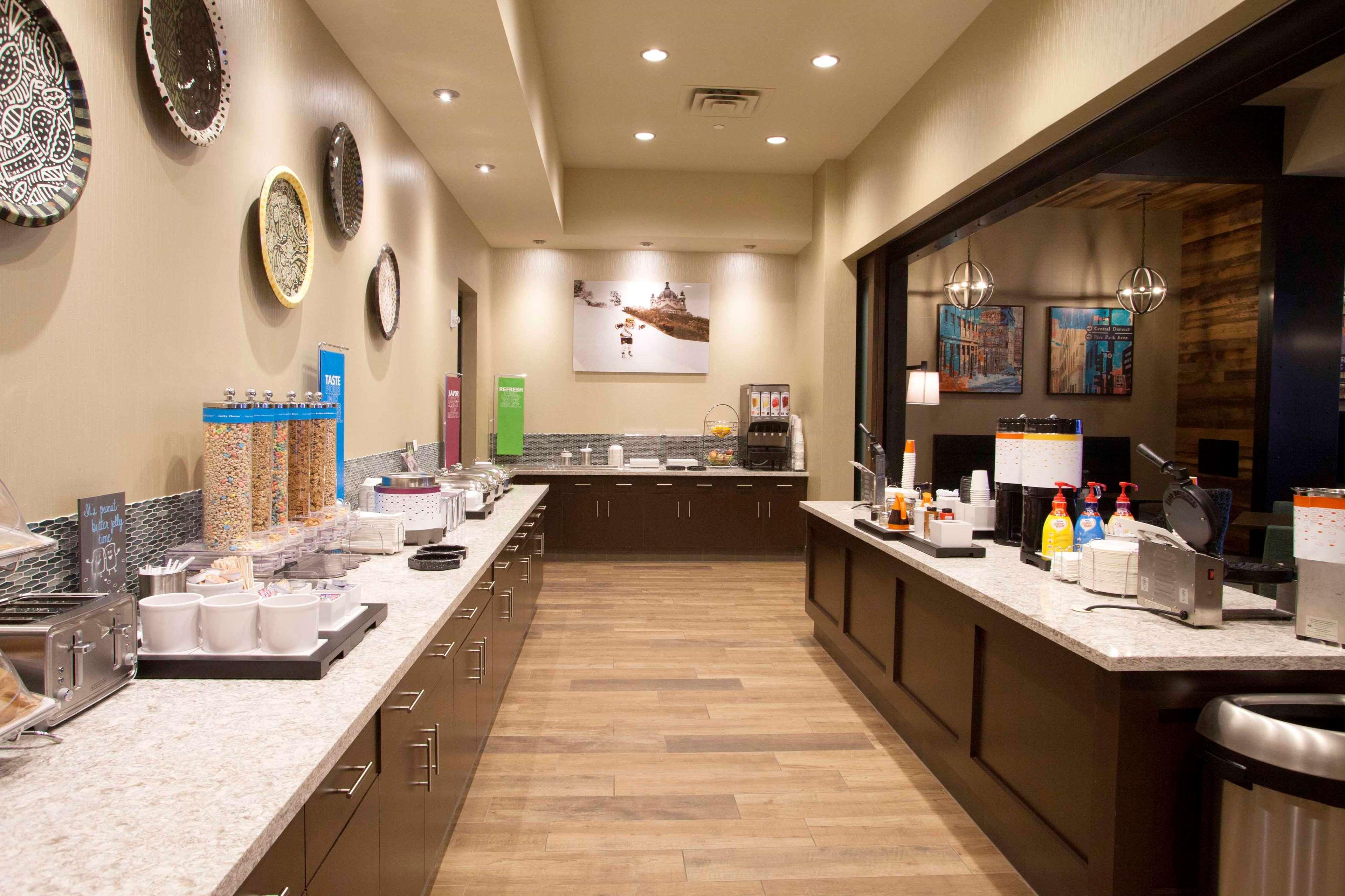 Hampton Inn & Suites Downtown St. Paul image 14