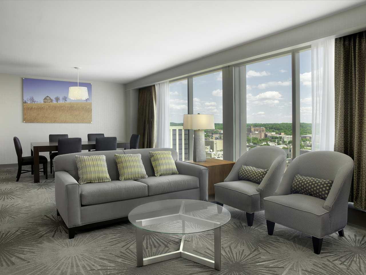 DoubleTree by Hilton Hotel Cedar Rapids Convention Complex image 16