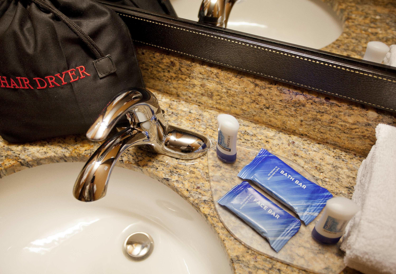 Fairfield Inn & Suites by Marriott Phoenix North image 6