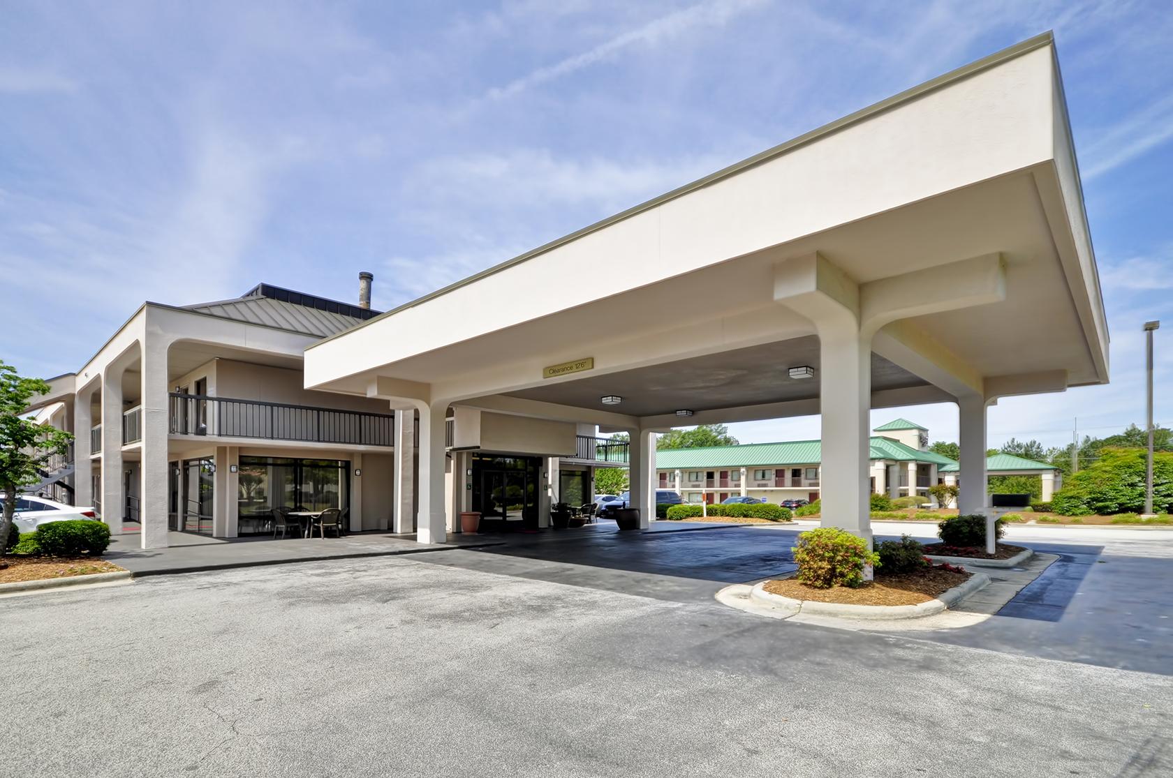 Red Lion Inn & Suites Fayetteville I-95 image 3
