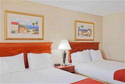 Holiday Inn Express Orange Beach-On The Beach image 0