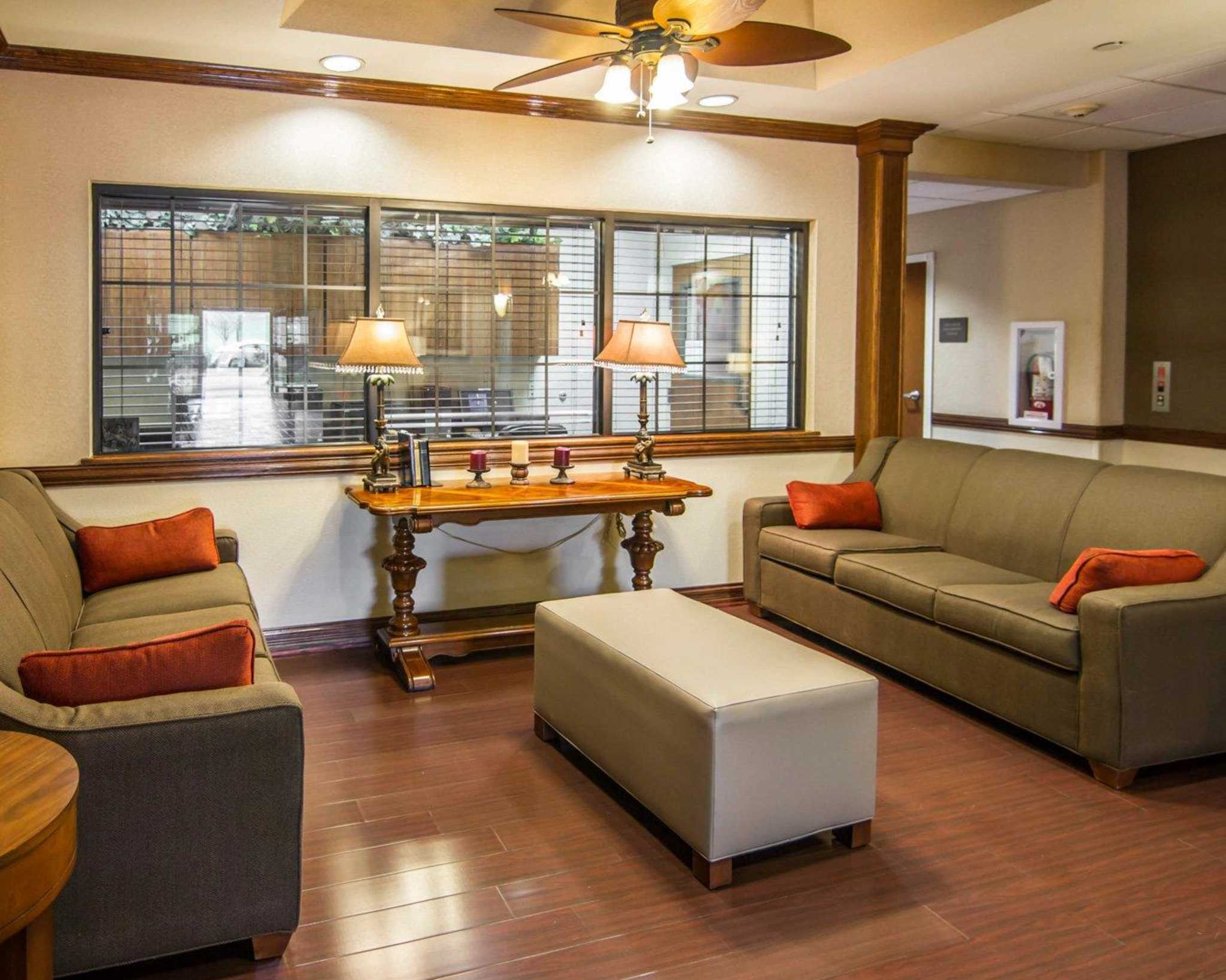 Comfort Suites Marshall image 12
