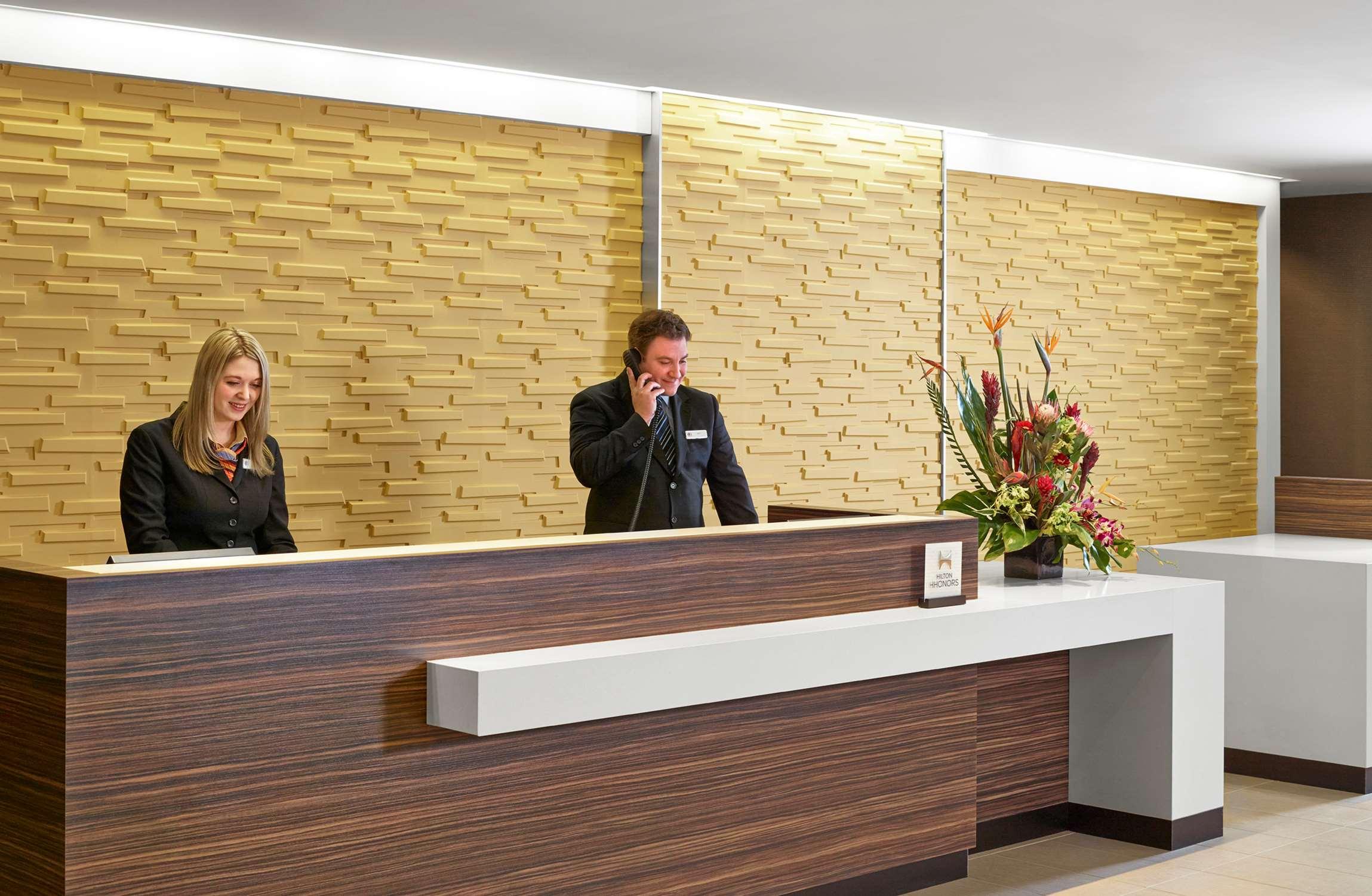 DoubleTree by Hilton Hotel West Edmonton in Edmonton: Reception