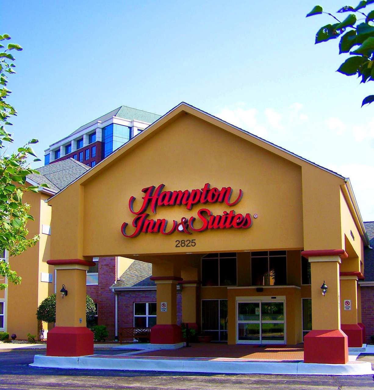 Hampton Inn & Suites Chicago/Hoffman Estates image 1