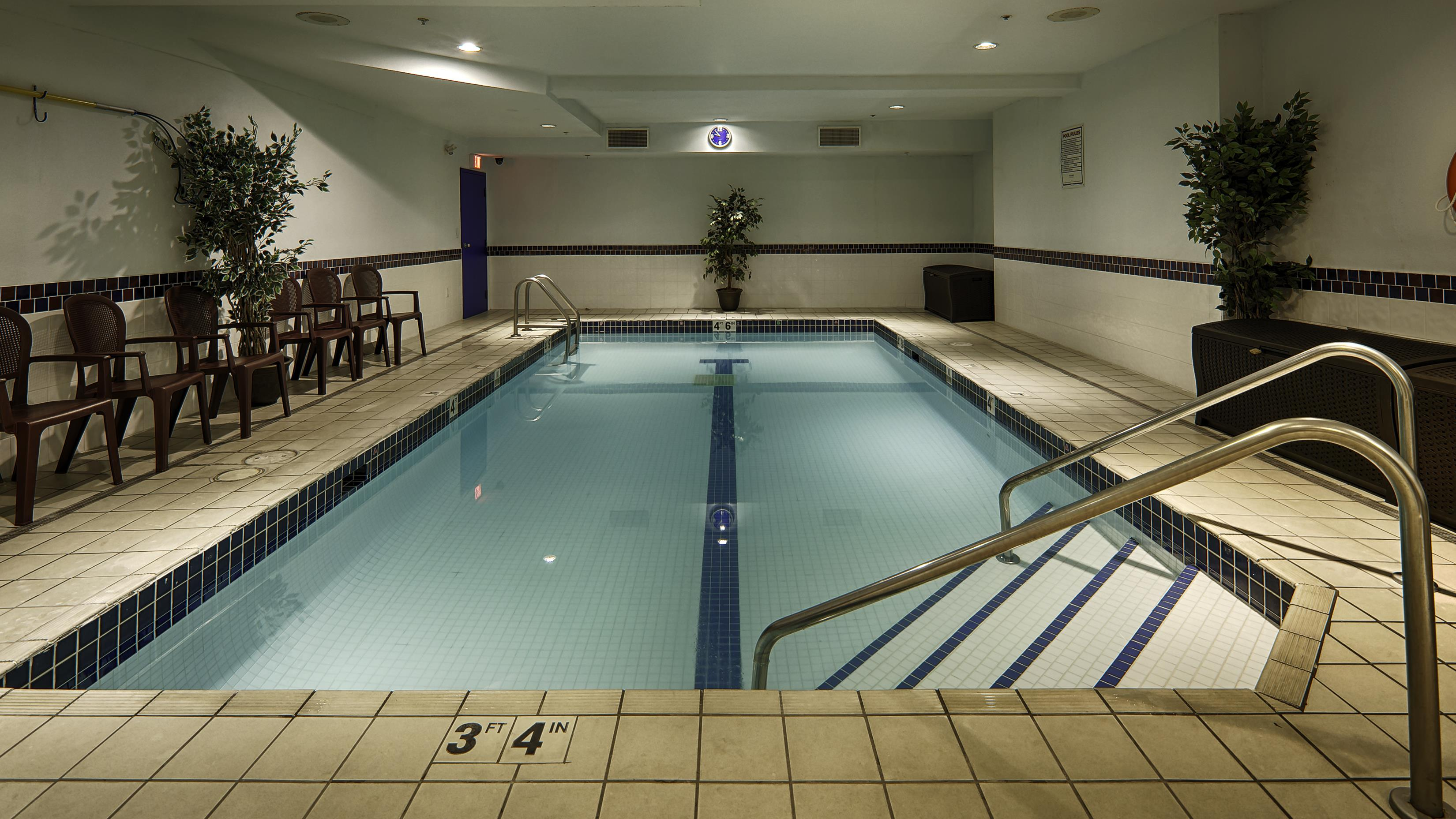 Best Western Peace Arch Inn in Surrey: Indoor Pool