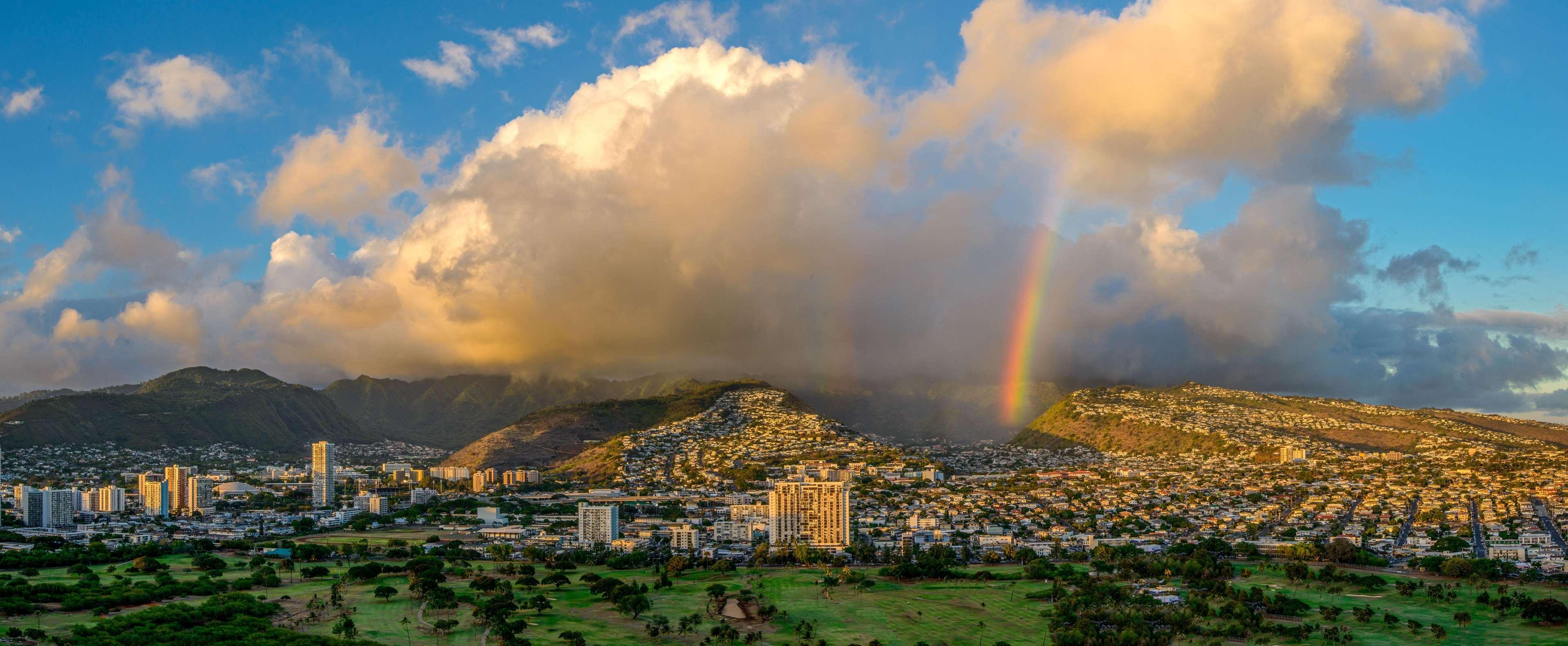 Hilton Waikiki Beach image 33