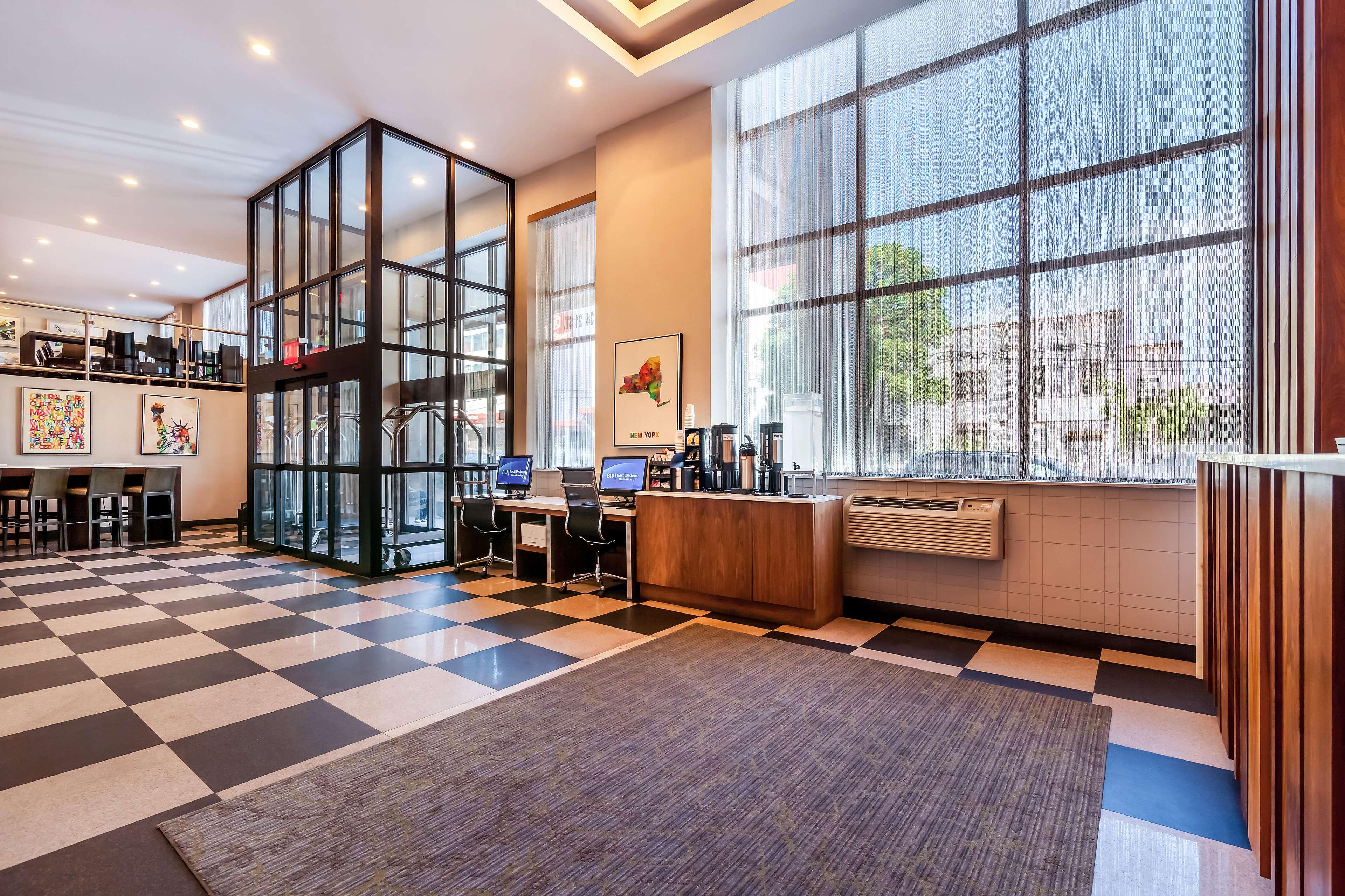 Best Western Plus Plaza Hotel image 38