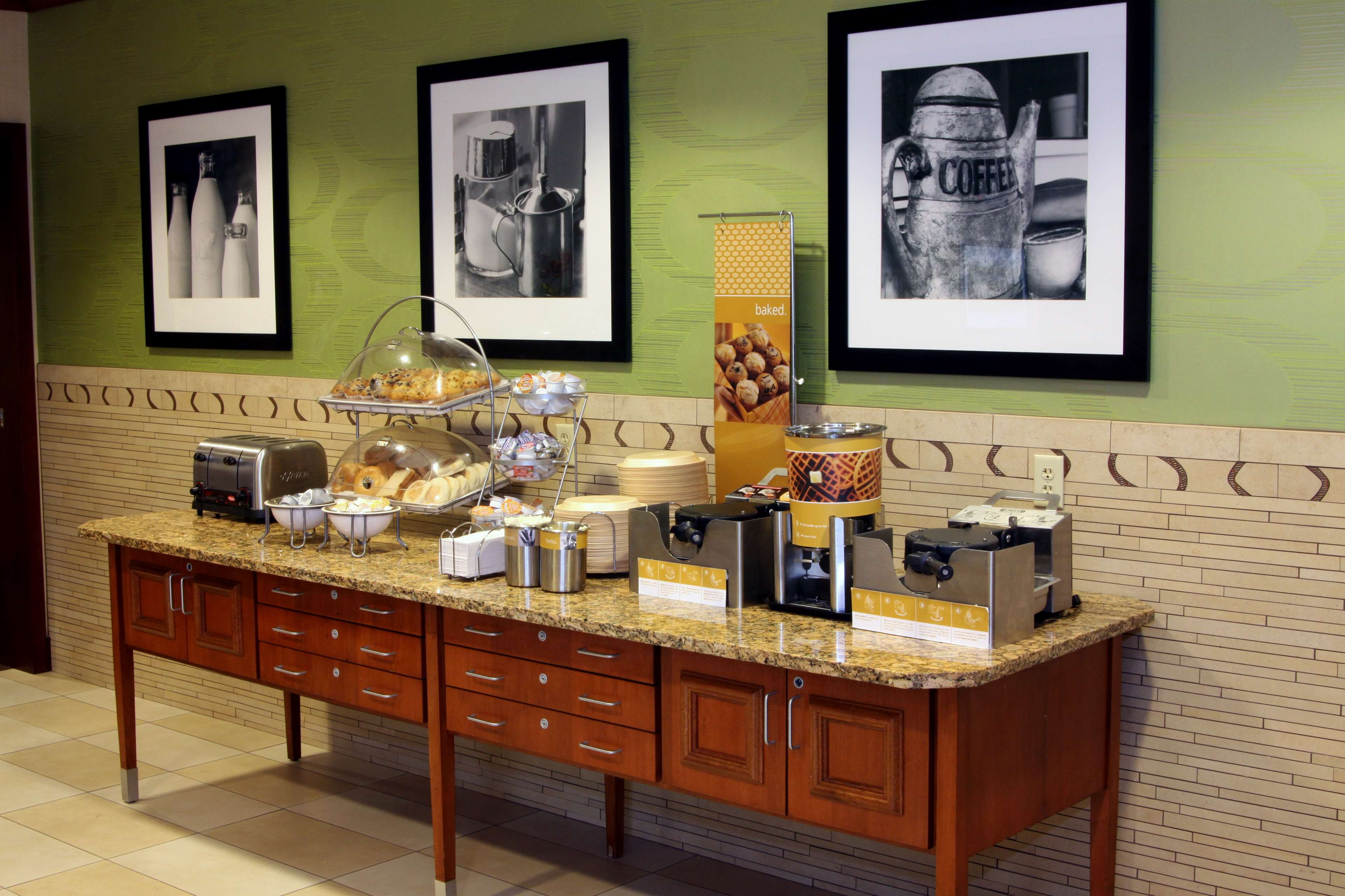 Hampton Inn & Suites Paducah image 14