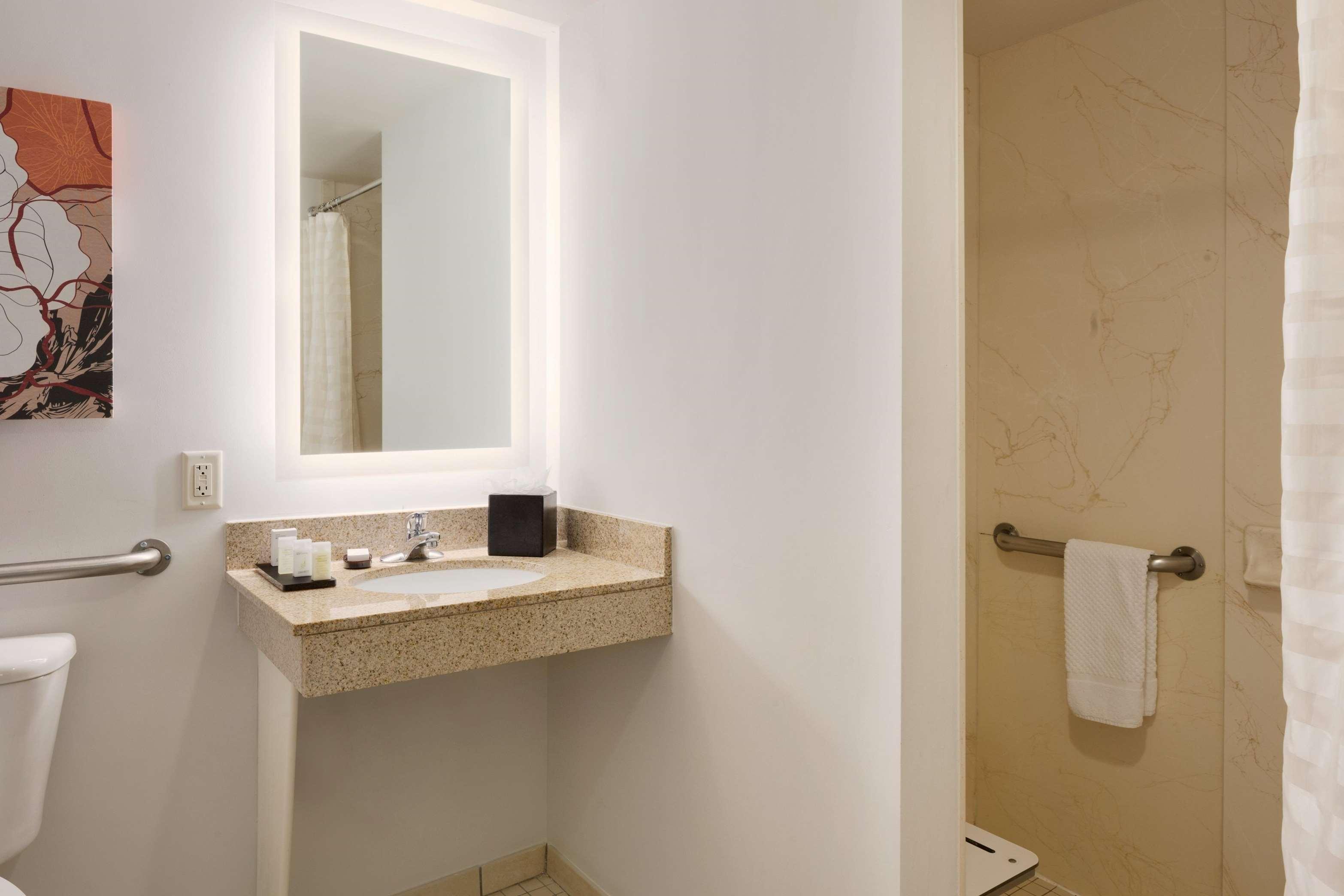 Embassy Suites by Hilton Denver International Airport image 24
