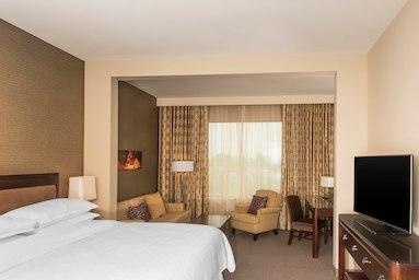 Sheraton Mesa Hotel at Wrigleyville West image 3