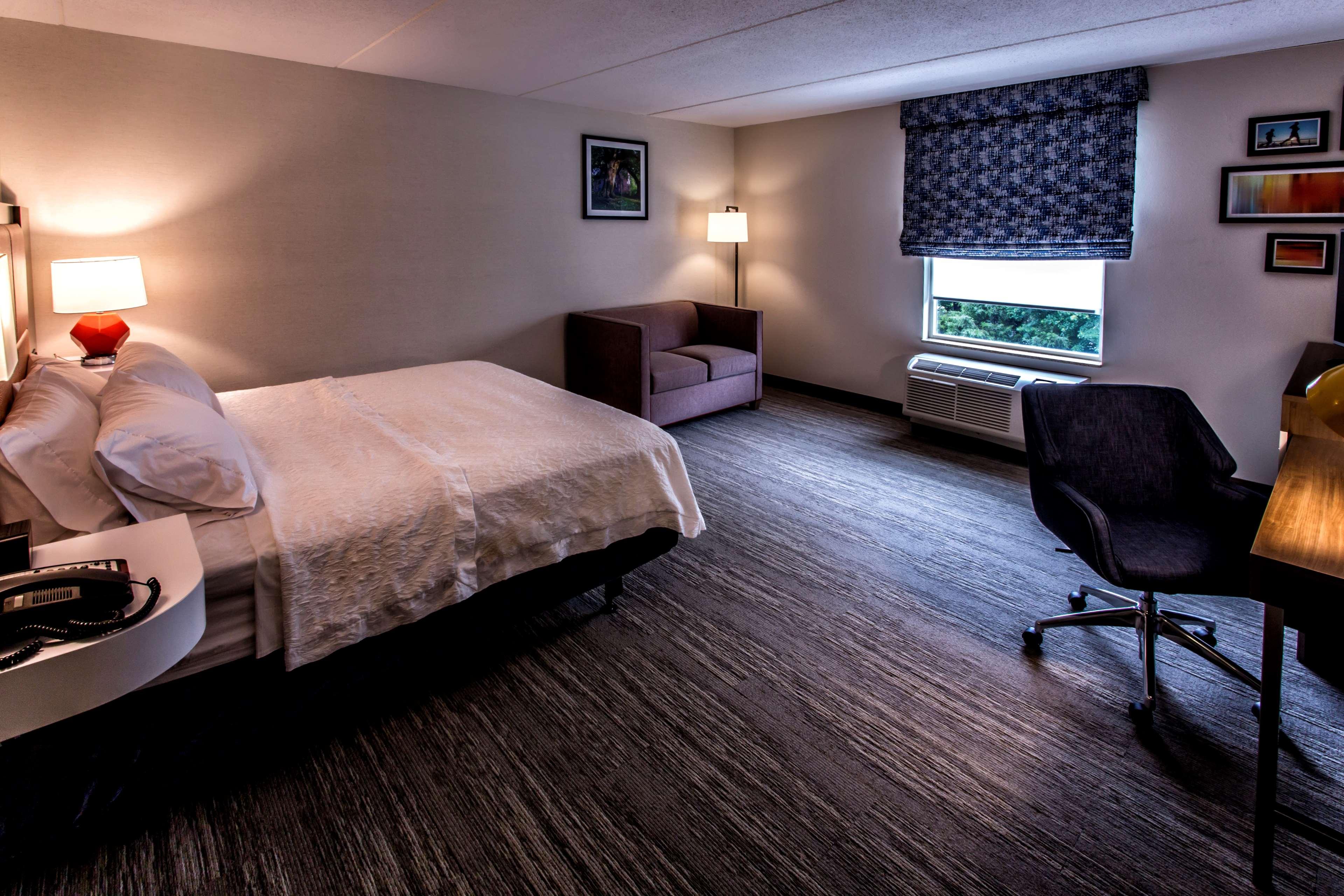 Hampton Inn & Suites Staten Island image 43