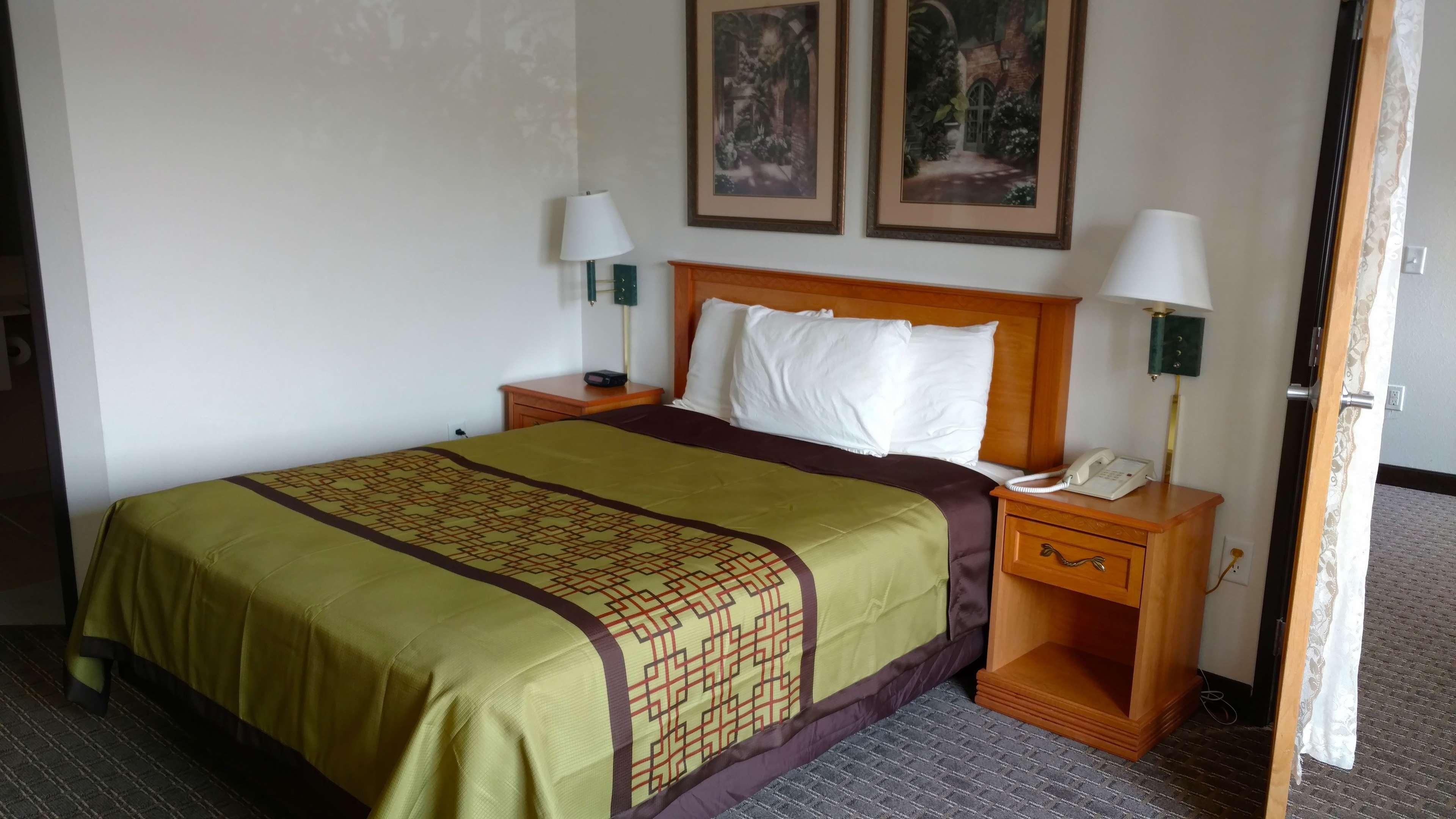 America's Best Inn - Annandale image 7