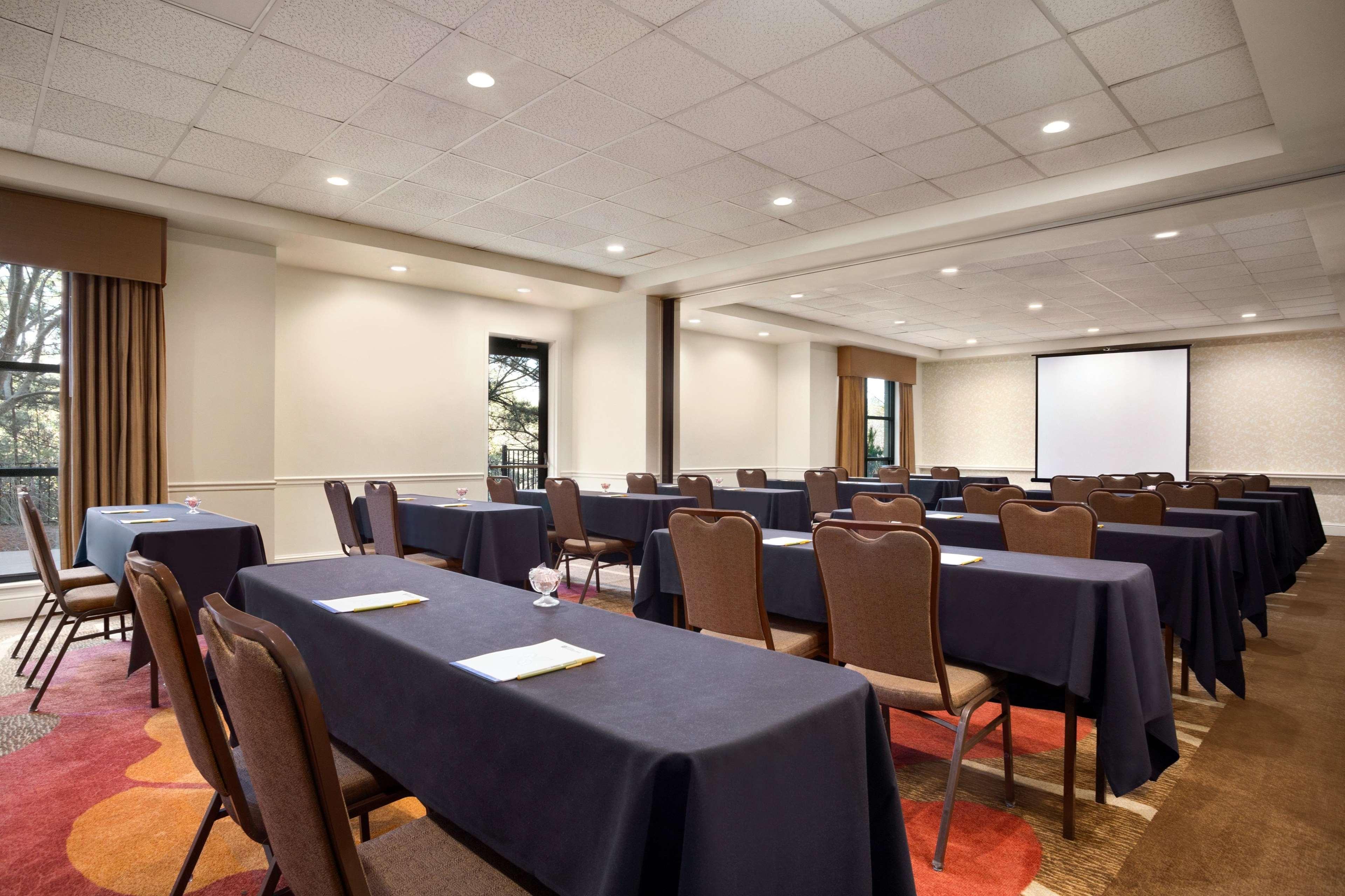 Hilton Garden Inn Atlanta Perimeter Center image 18