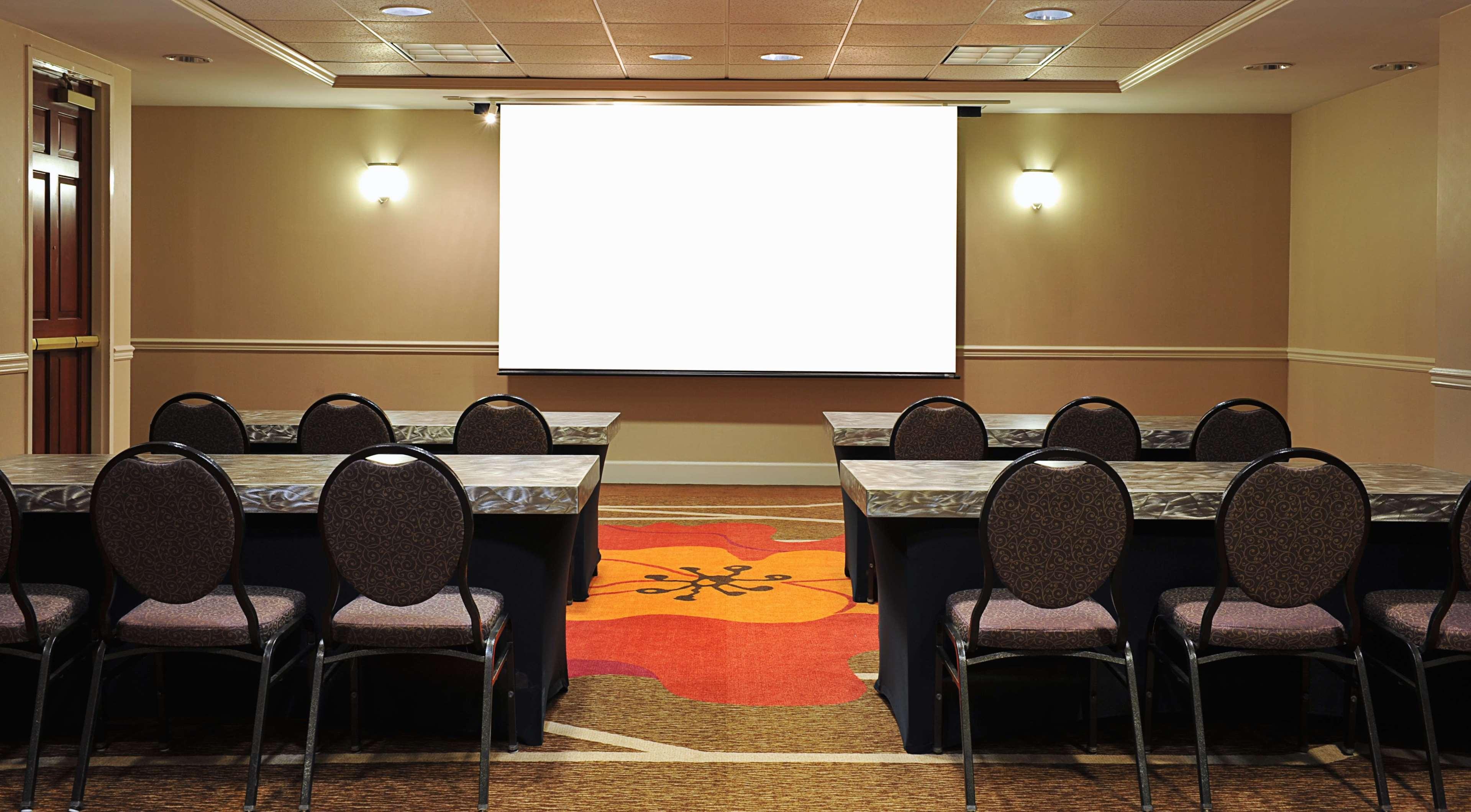 Hilton Garden Inn Virginia Beach Town Center image 12