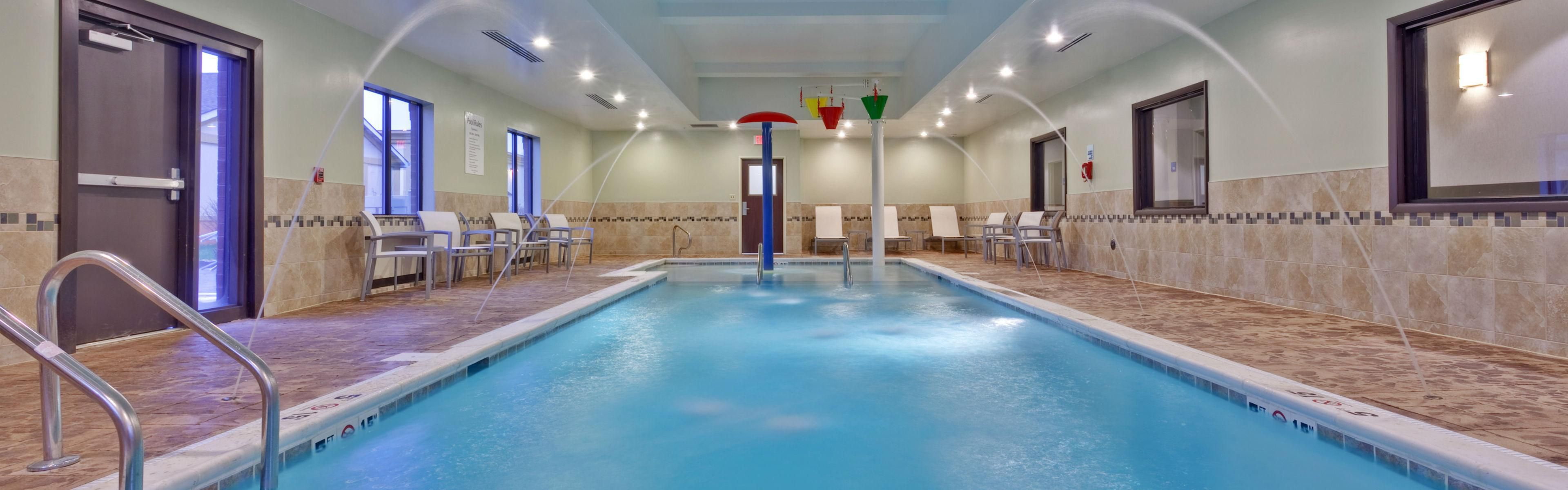 Holiday Inn Express & Suites New Philadelphia image 2