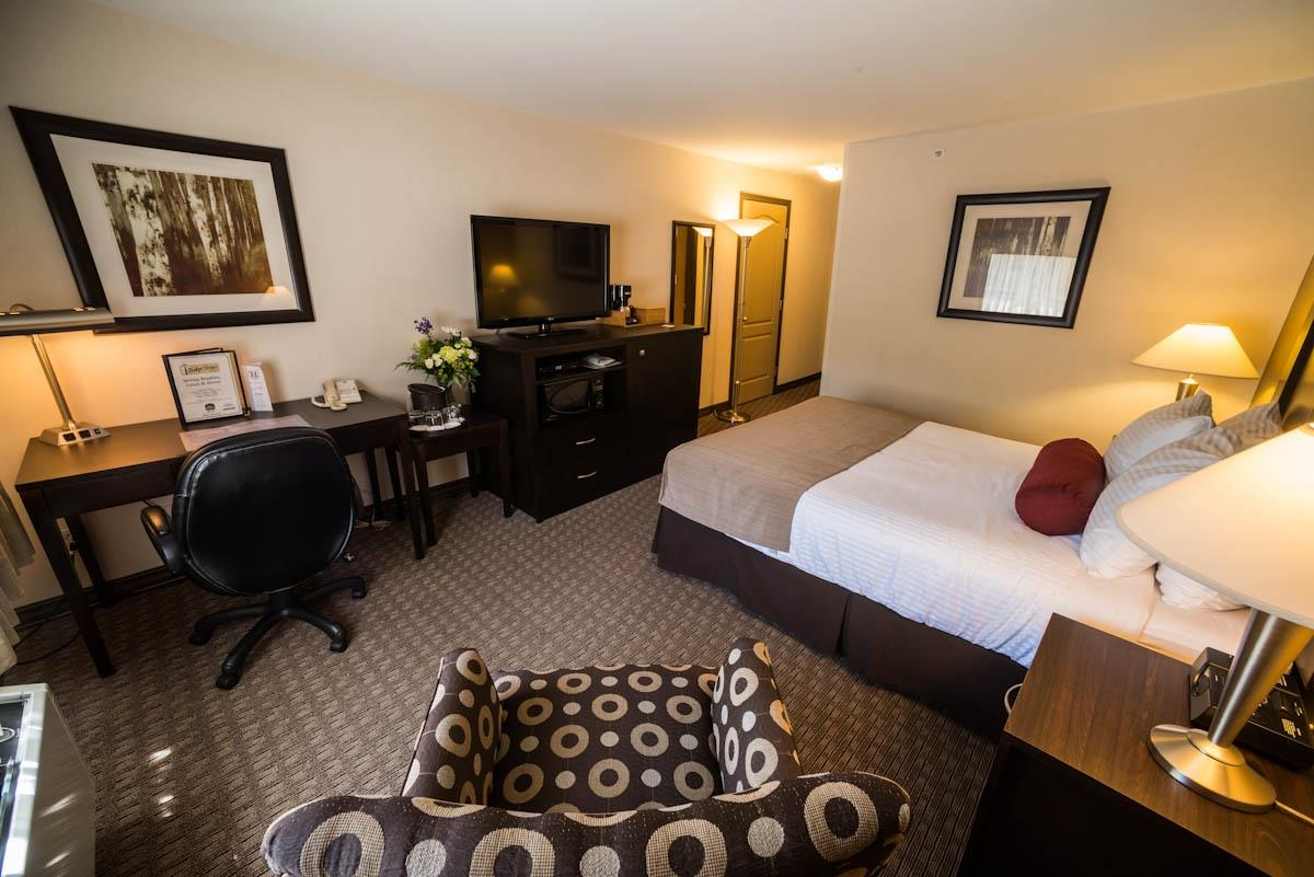 Best Western Plus Baker Street Inn & Convention Centre in Nelson: Queen Bed Guest Room