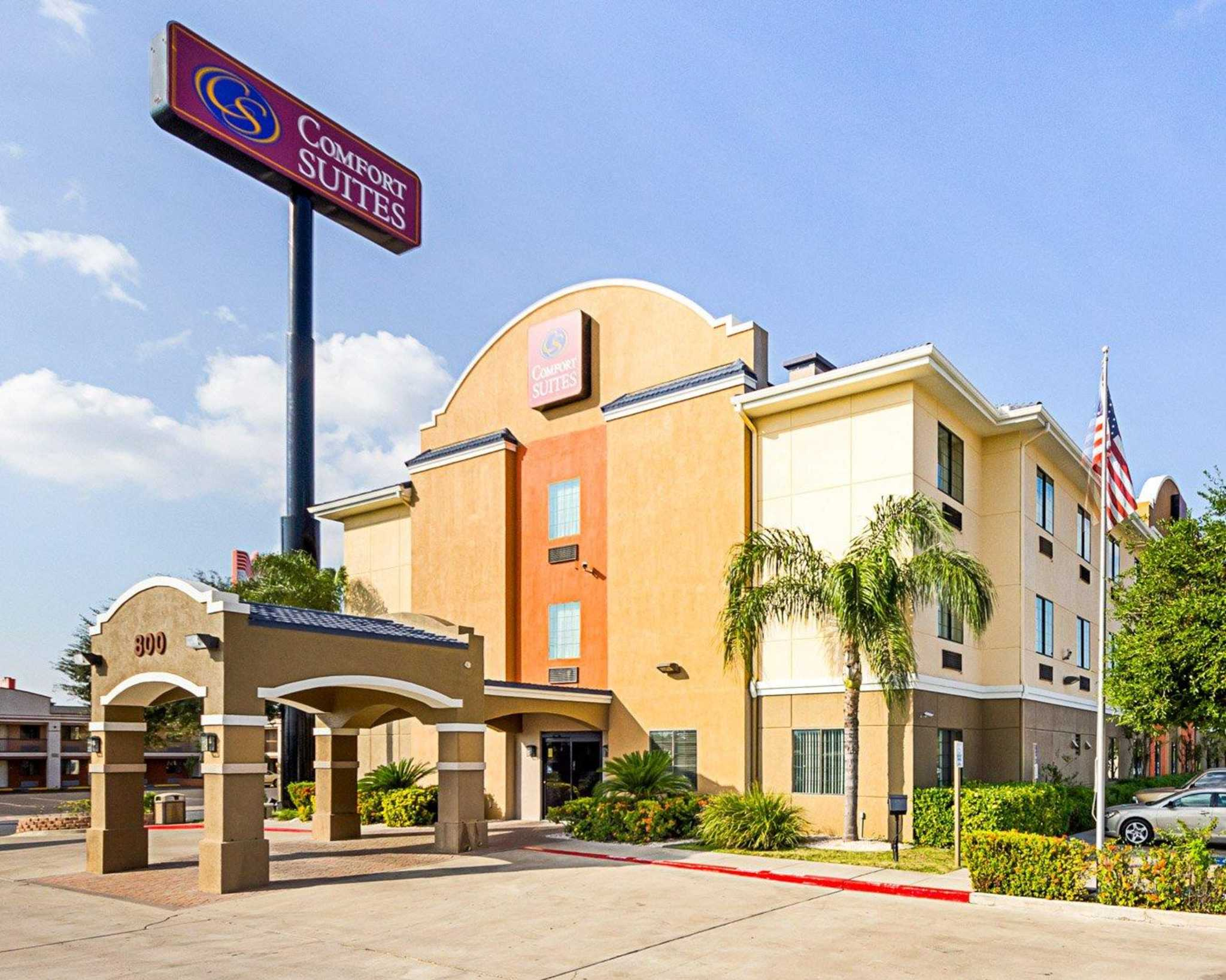Comfort Suites At Plaza Mall image 1