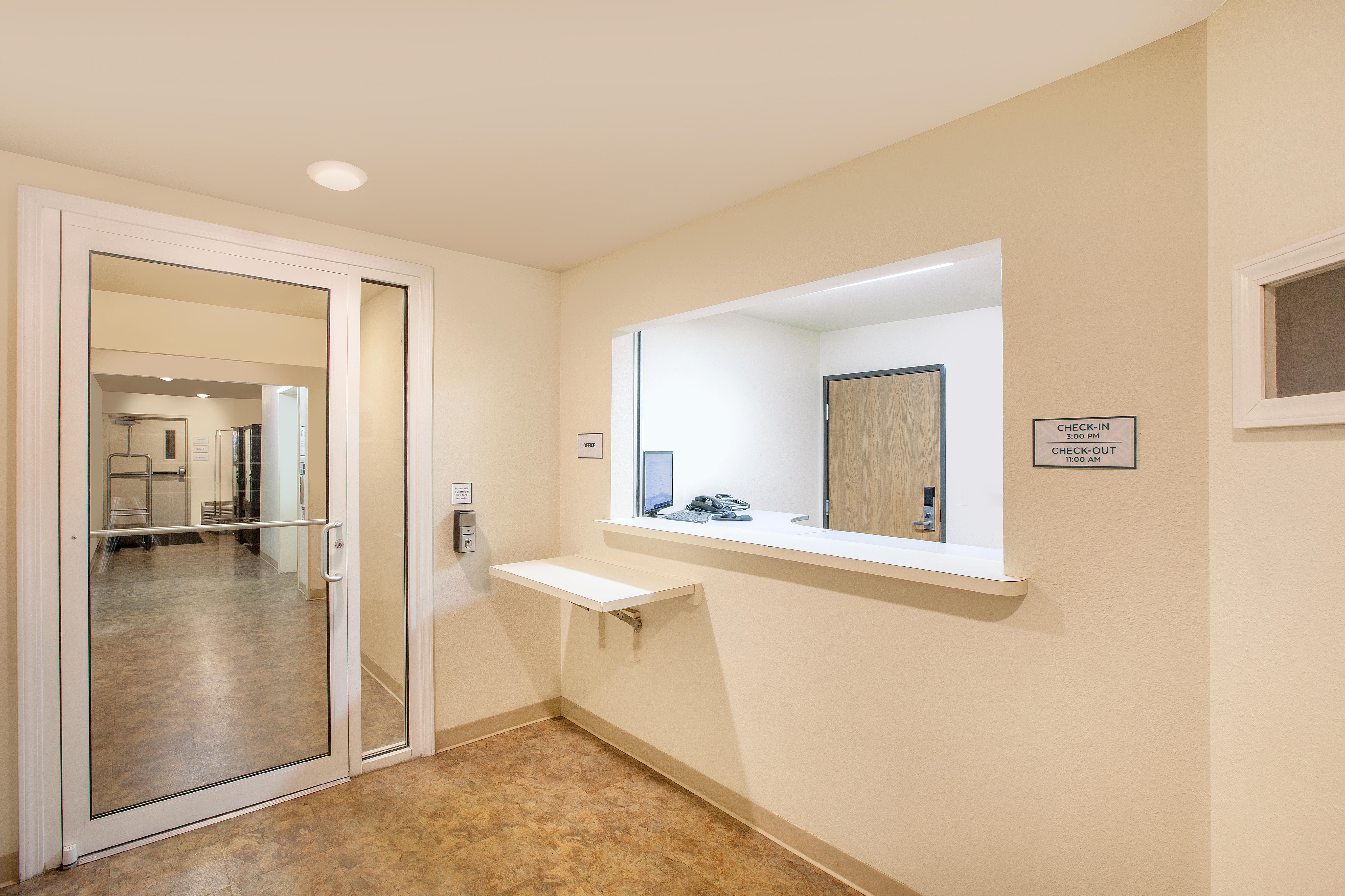 WoodSpring Suites Jacksonville Southeast image 8
