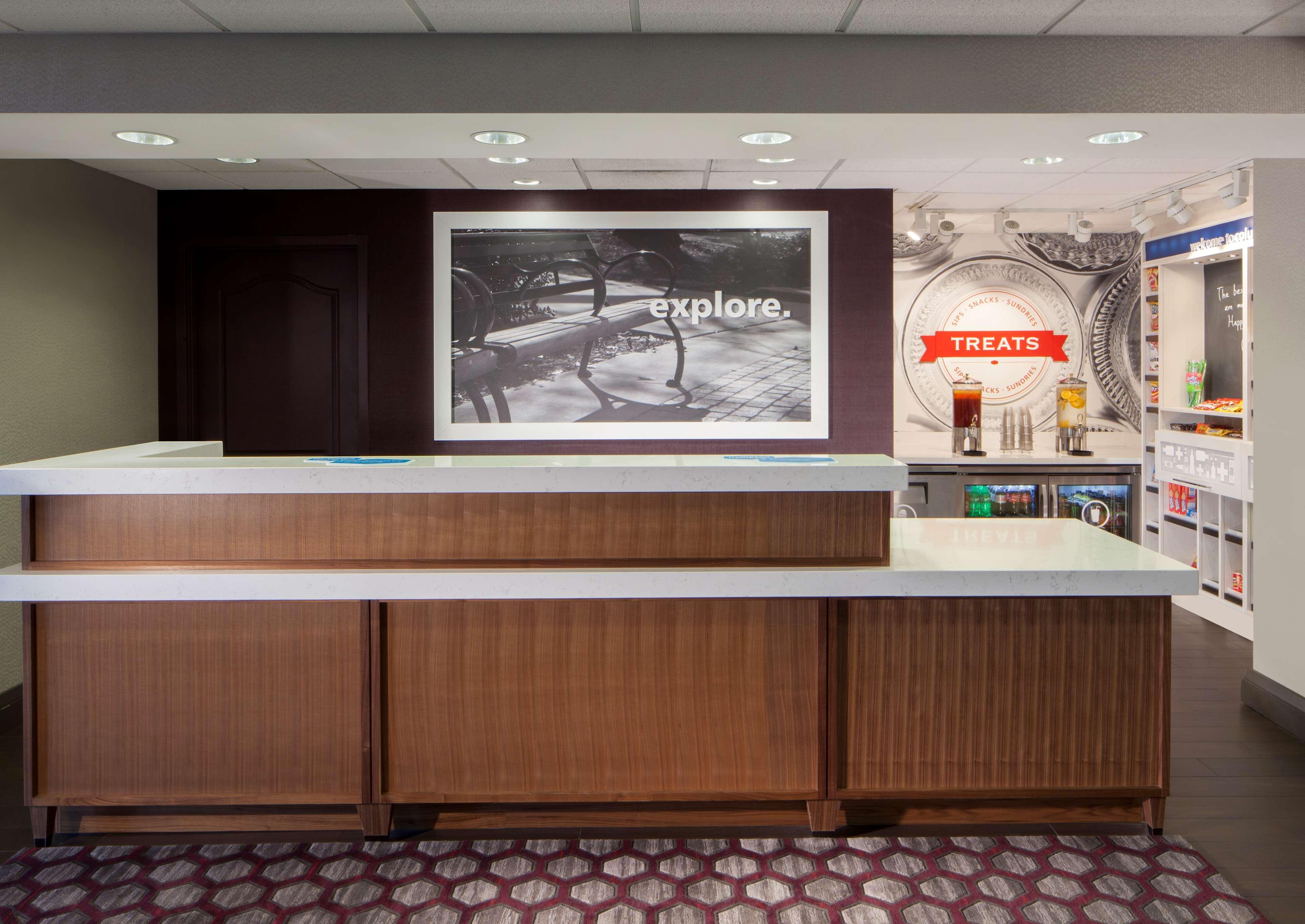 Hampton Inn & Suites Columbus-Easton Area image 2