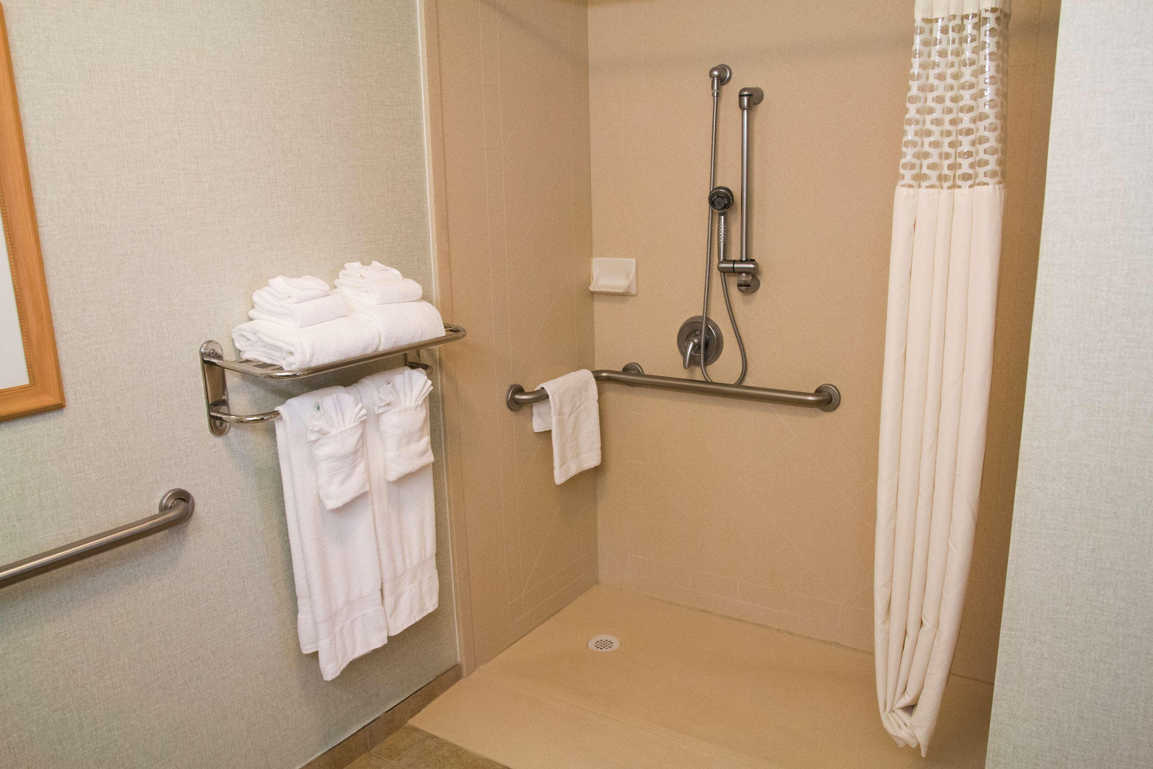 Hampton Inn & Suites Madera image 32