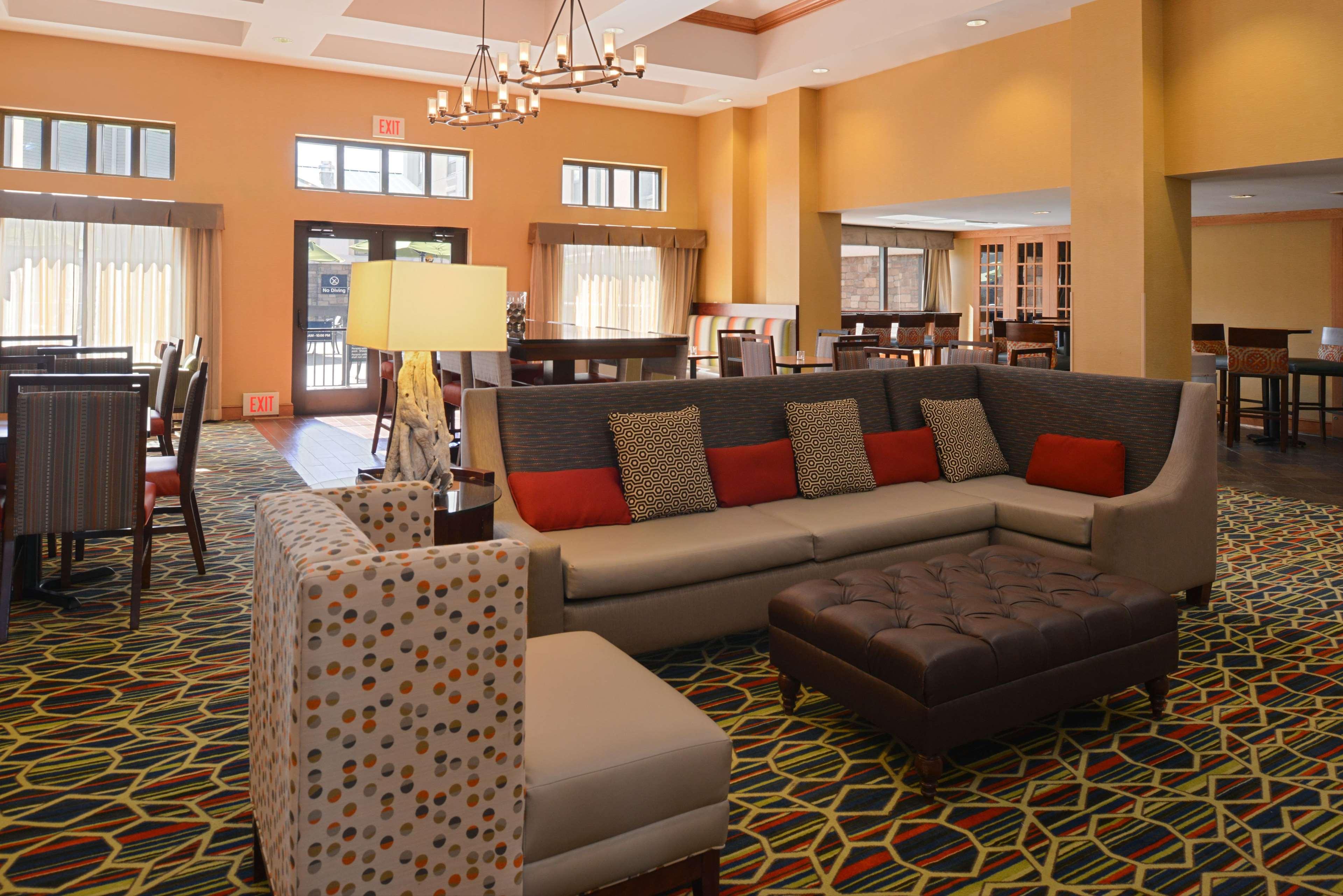 Hampton Inn & Suites Pueblo-Southgate image 15