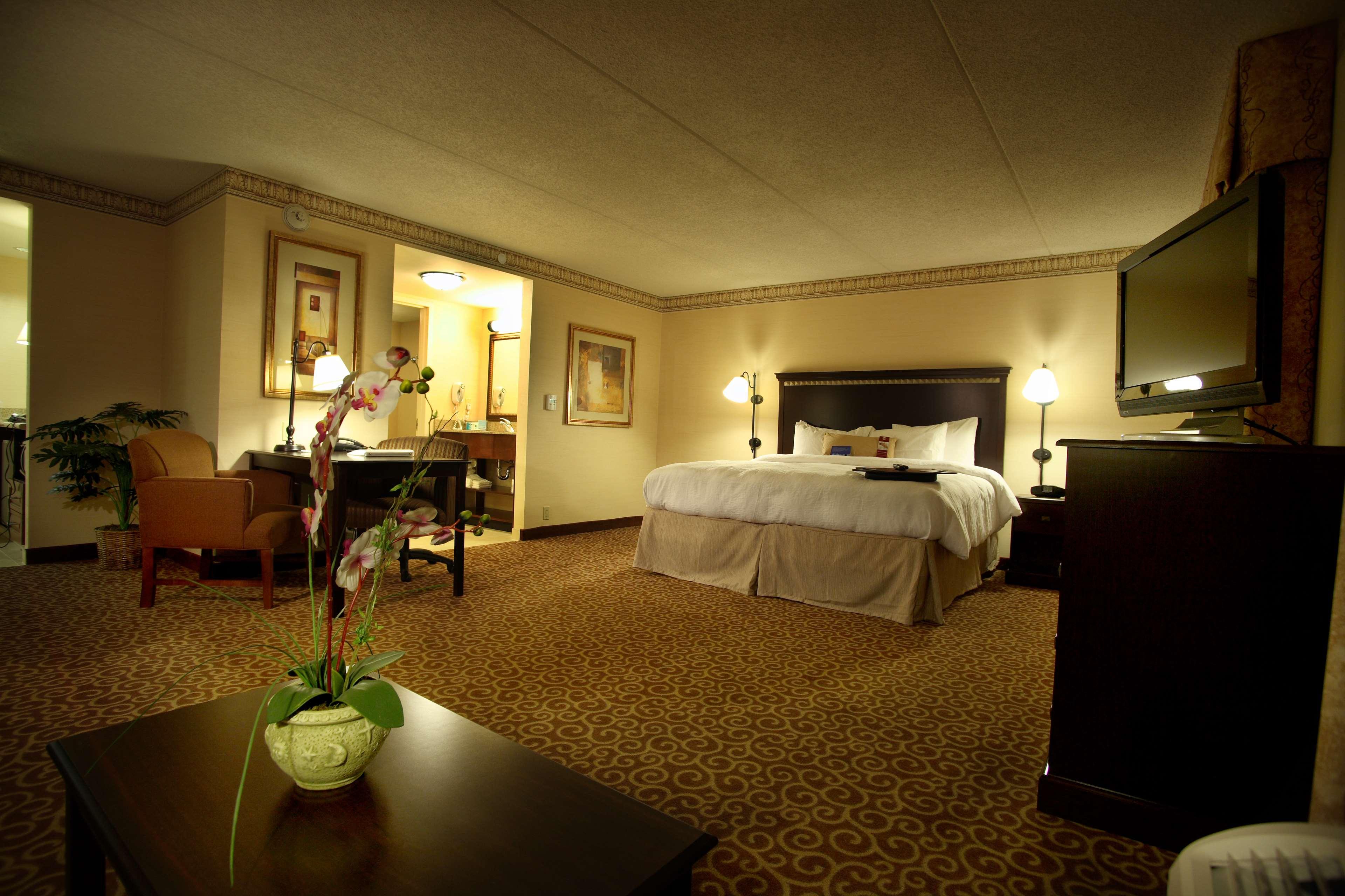 Hampton Inn & Suites Staten Island image 20