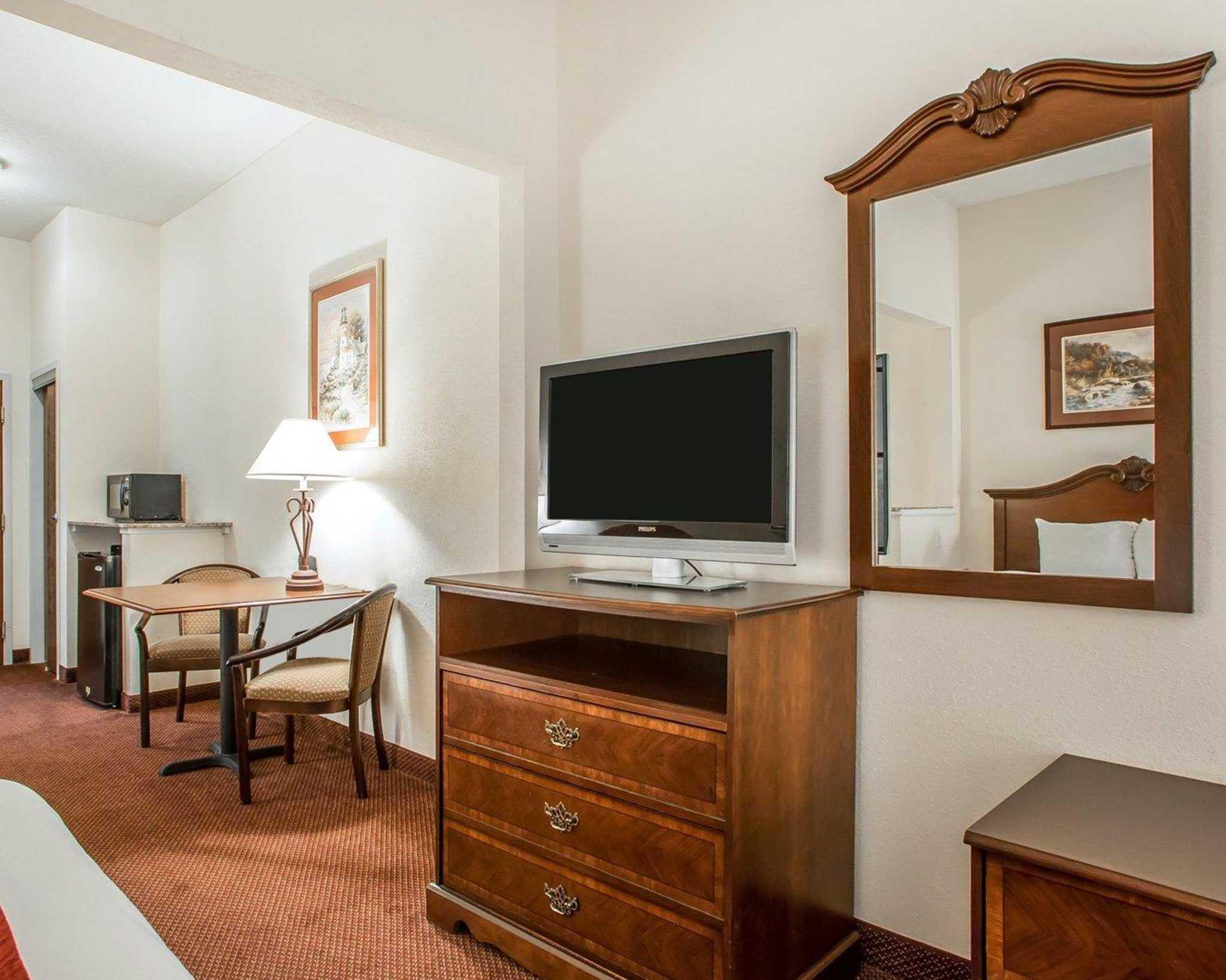Comfort Suites Jefferson City image 35