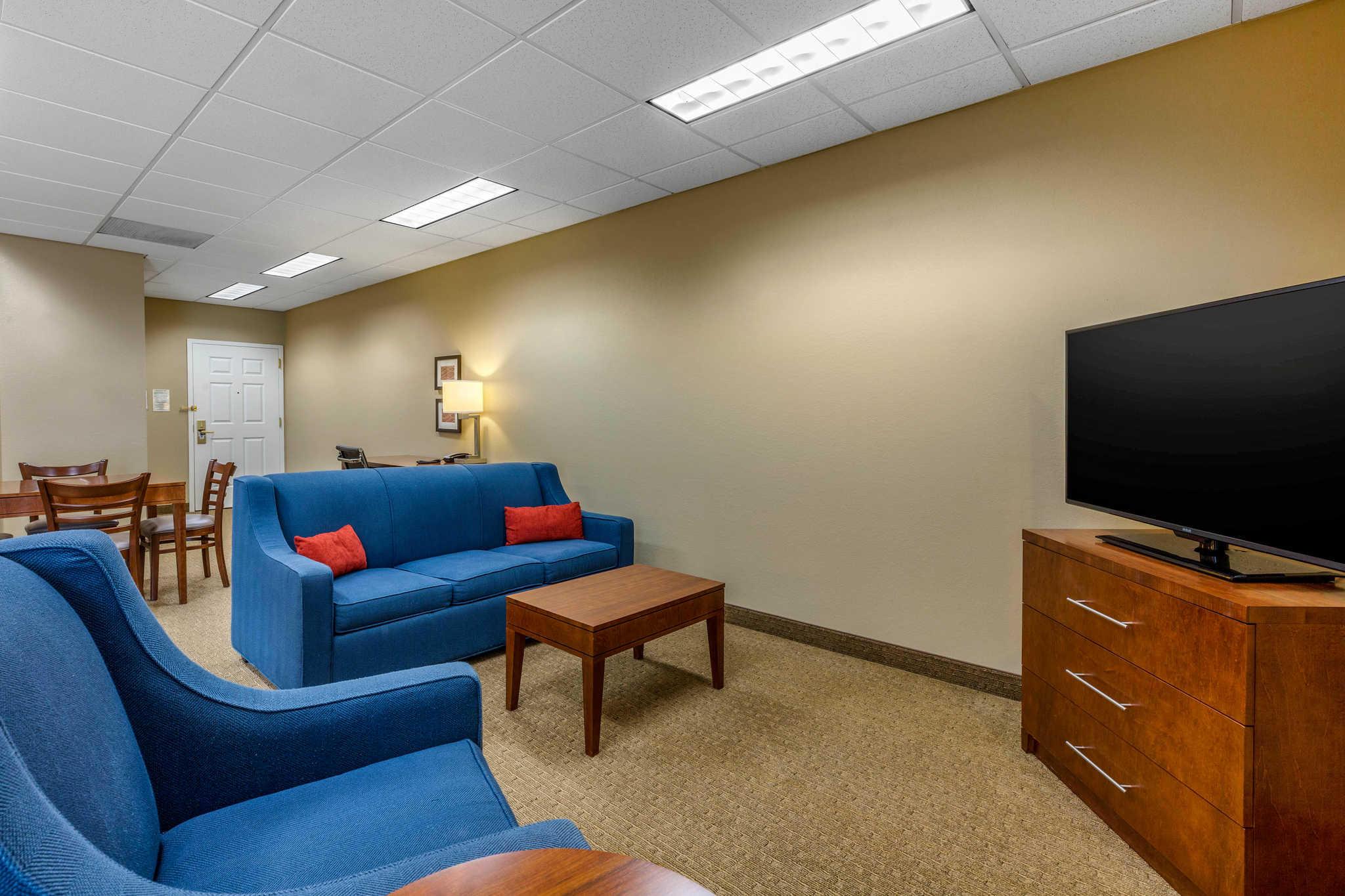 Comfort Inn & Suites image 24