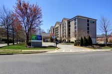 Holiday Inn Express & Suites Alpharetta - Windward Parkway image 1