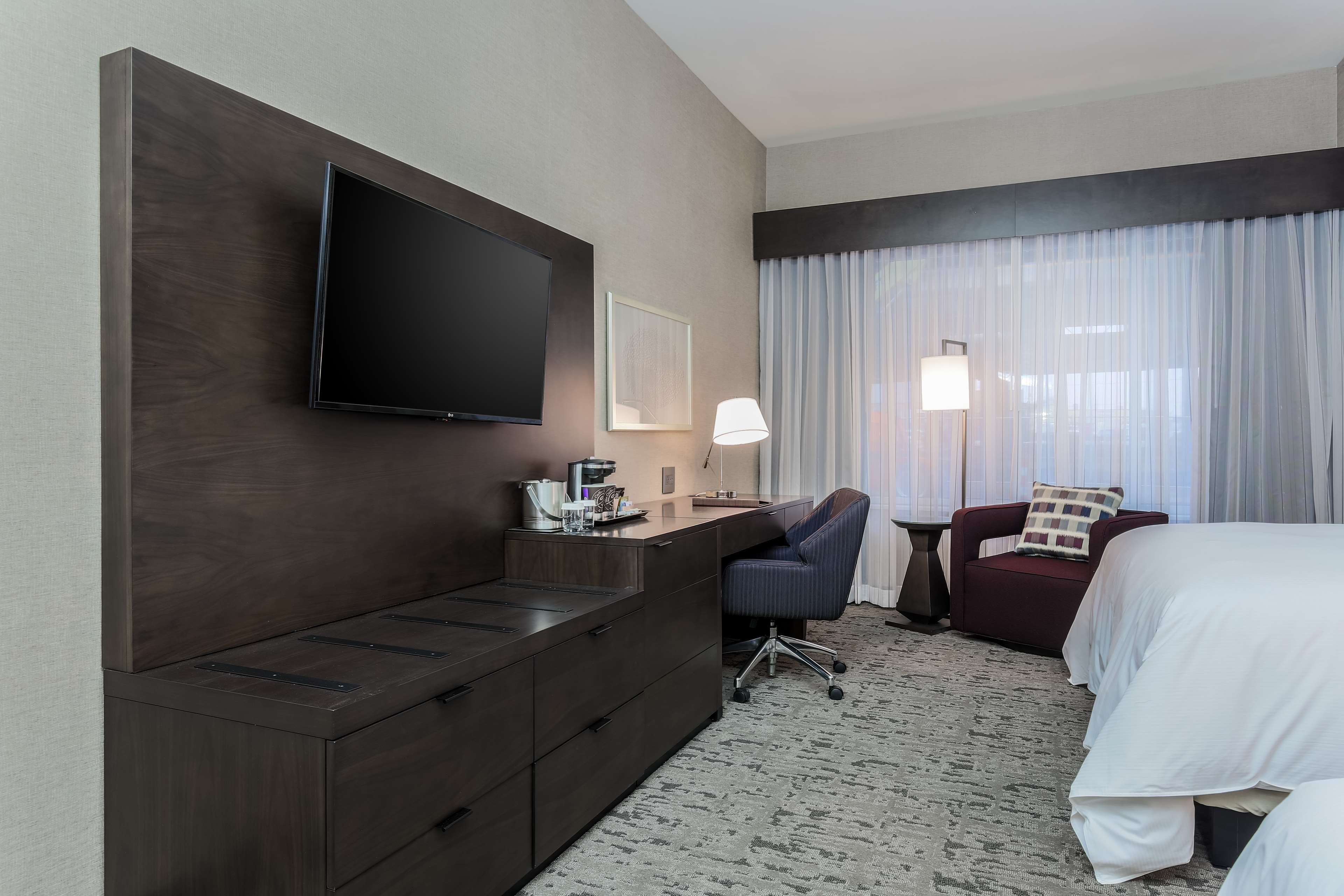 DoubleTree by Hilton Evansville image 43