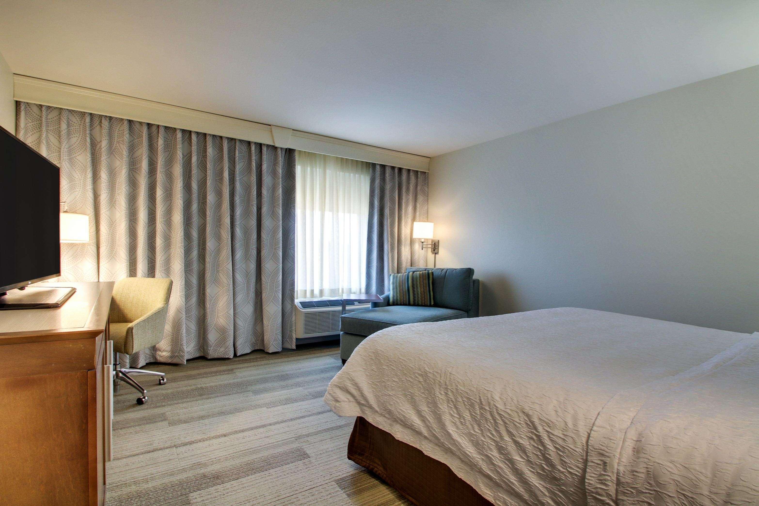 Hampton Inn & Suites Milwaukee West image 14