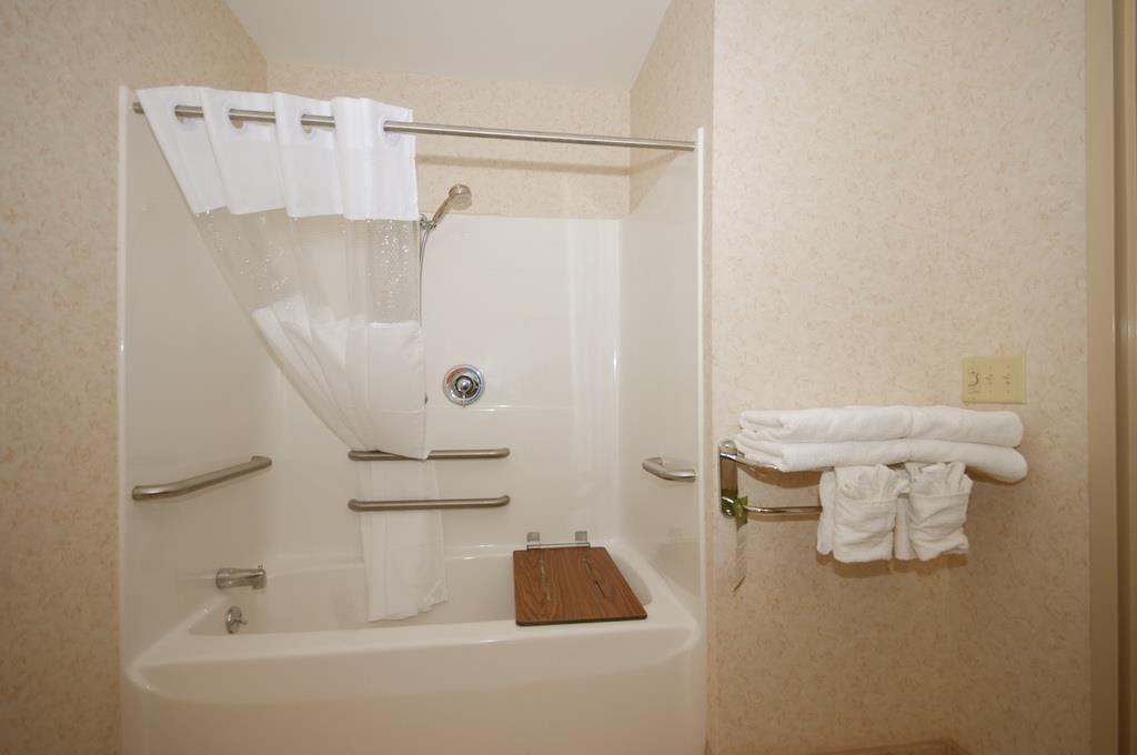 Best Western Plus Berkshire Hills Inn & Suites image 36