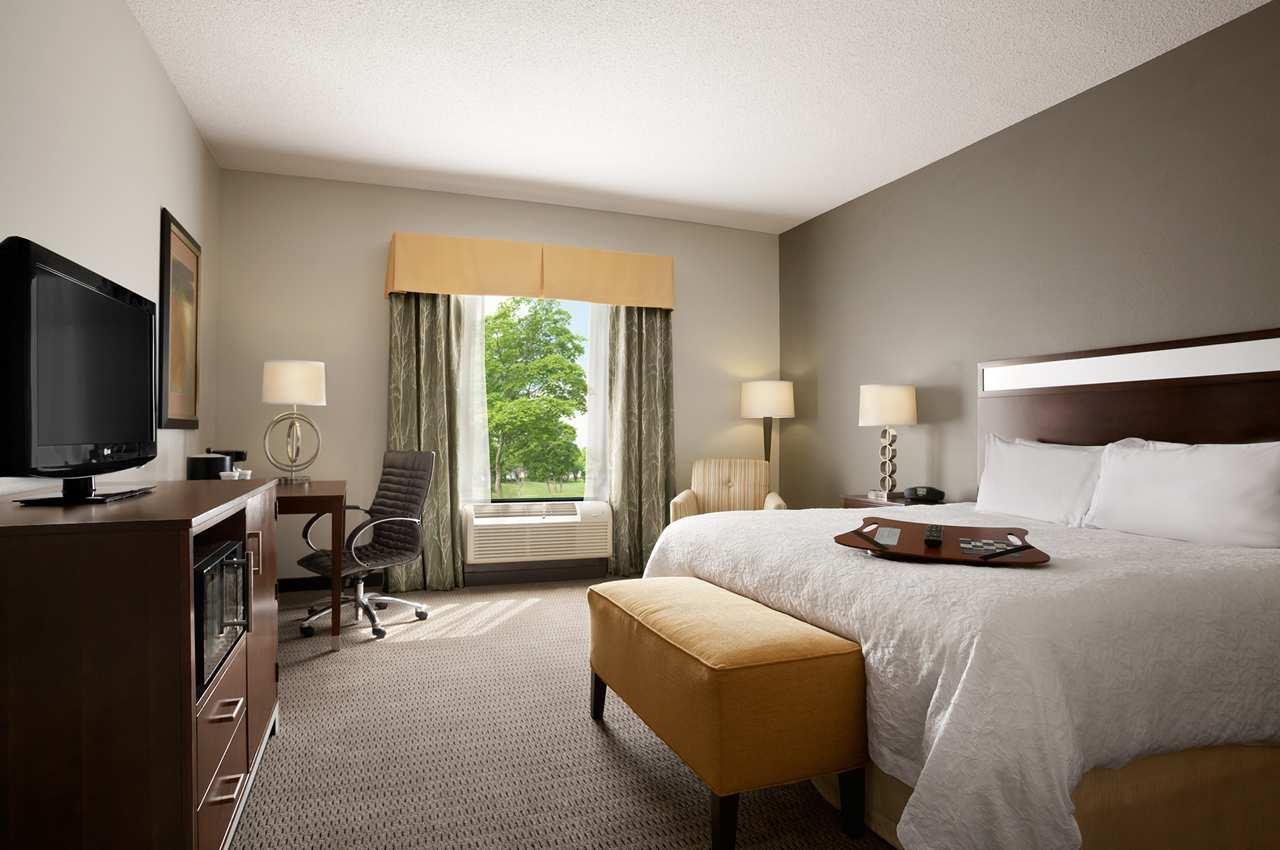 Hampton Inn & Suites Mansfield image 0