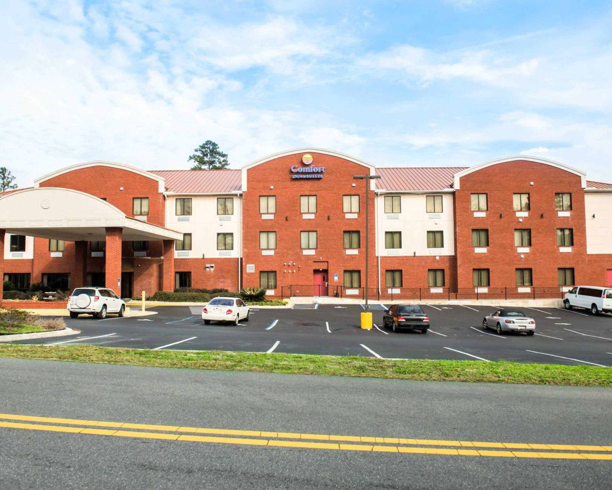 Comfort Inn & Suites Midway - Tallahassee West image 1