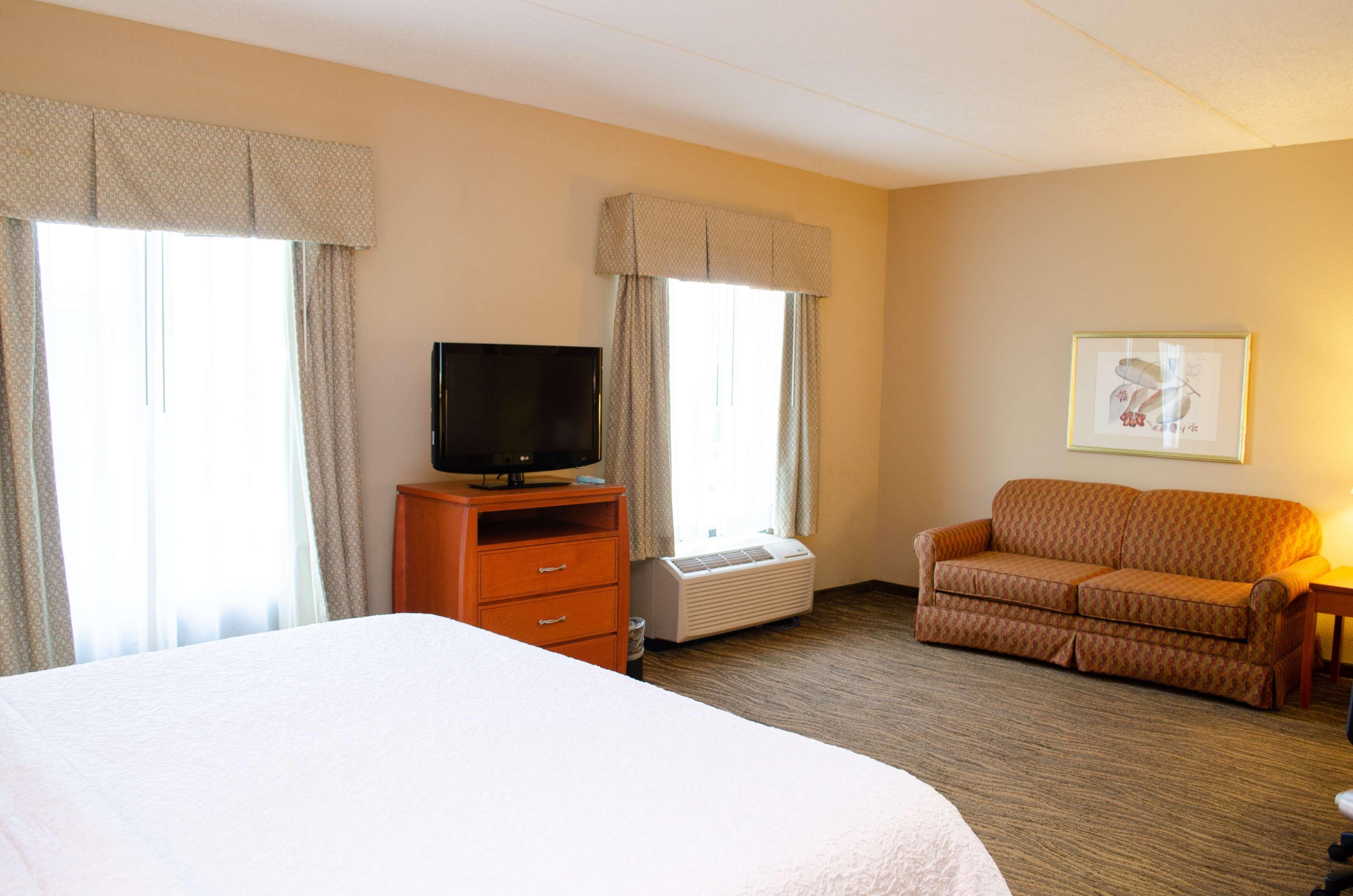 Hampton Inn & Suites Augusta West image 18