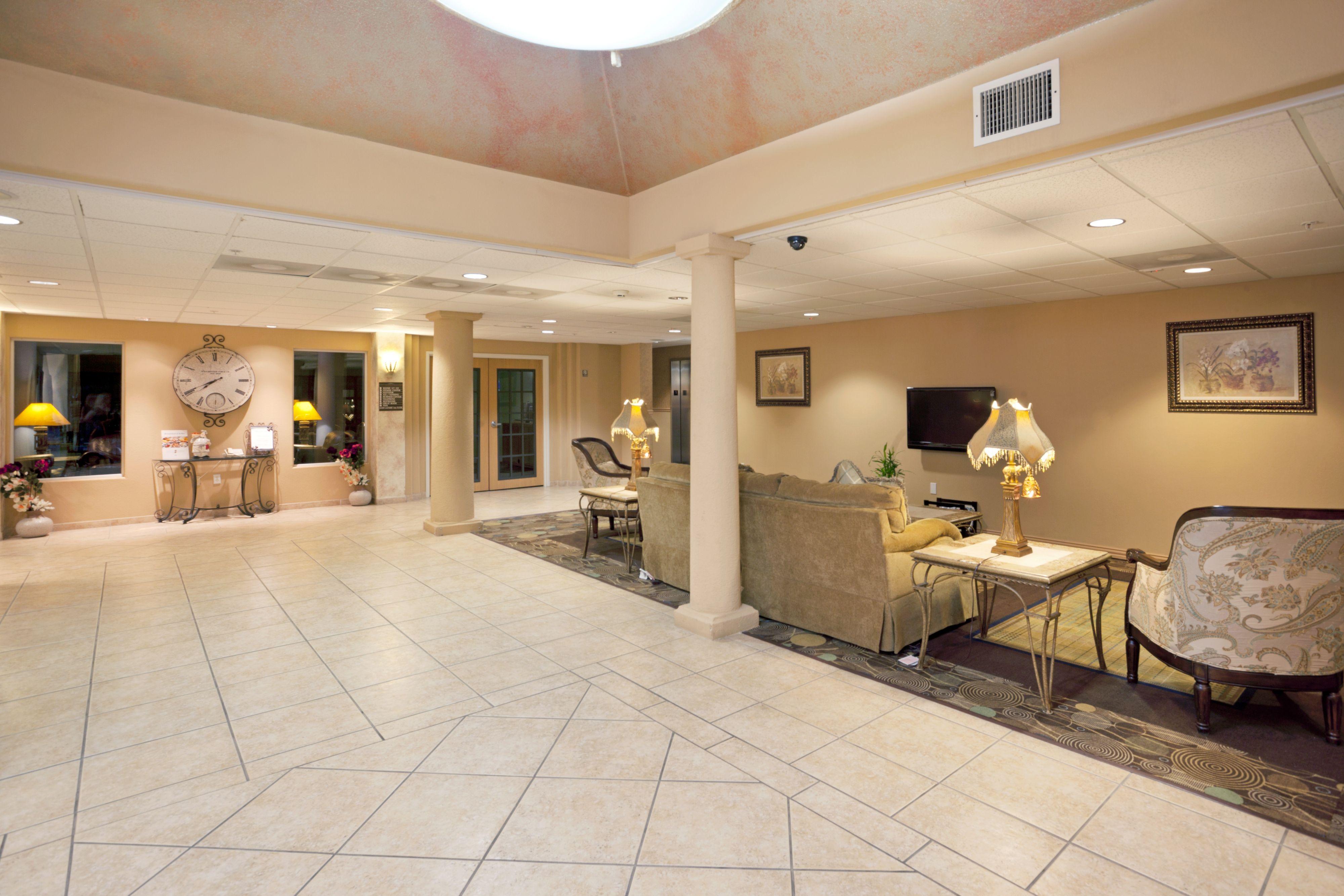 Holiday Inn Express & Suites Elgin image 4
